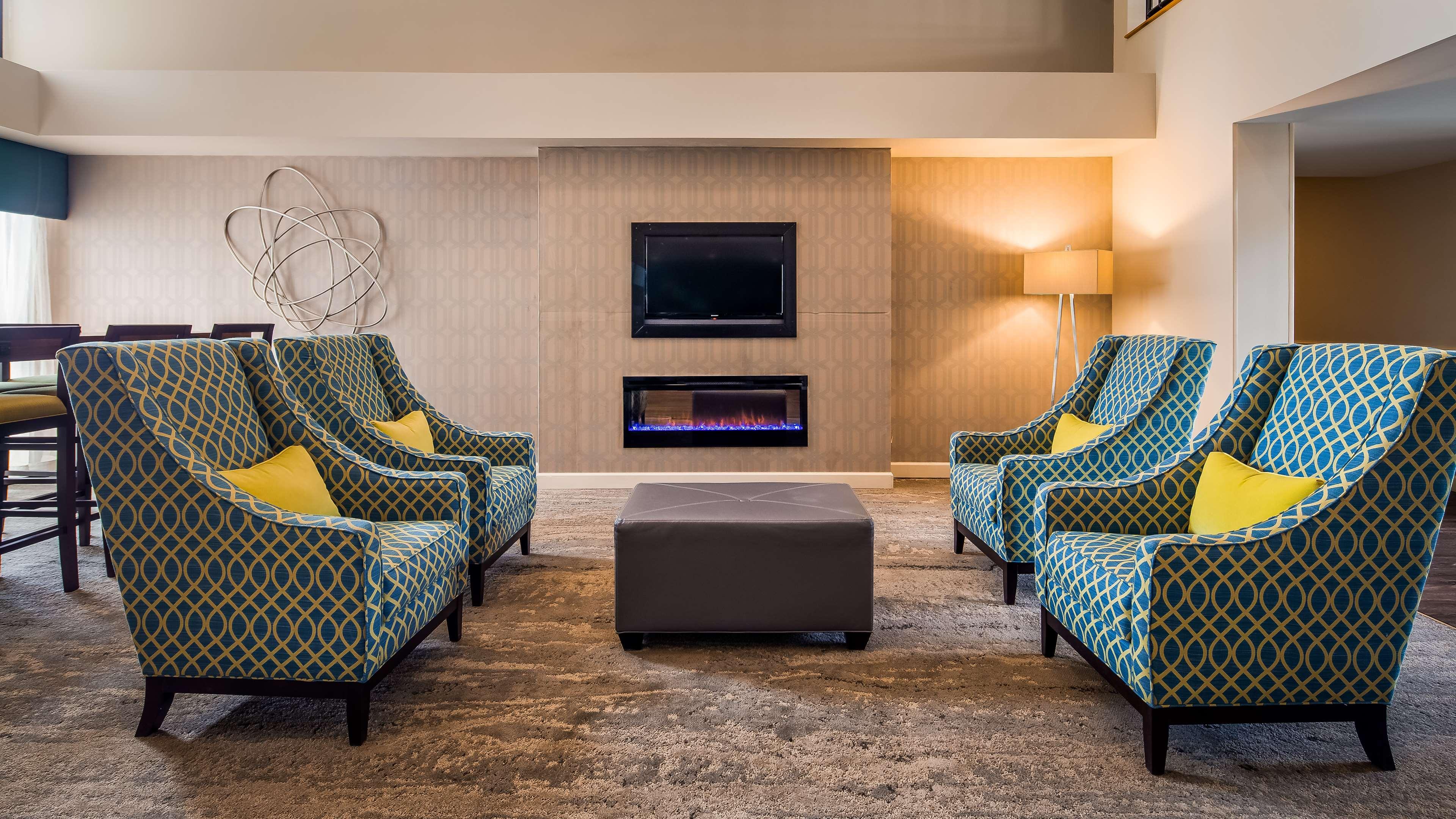 Best Western Plus Yadkin Valley Inn & Suites image 1