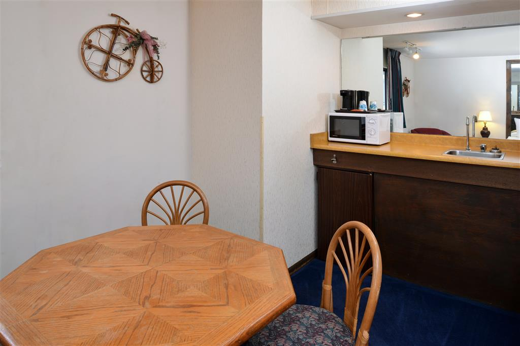 Americas Best Value Inn La Crosse image 10