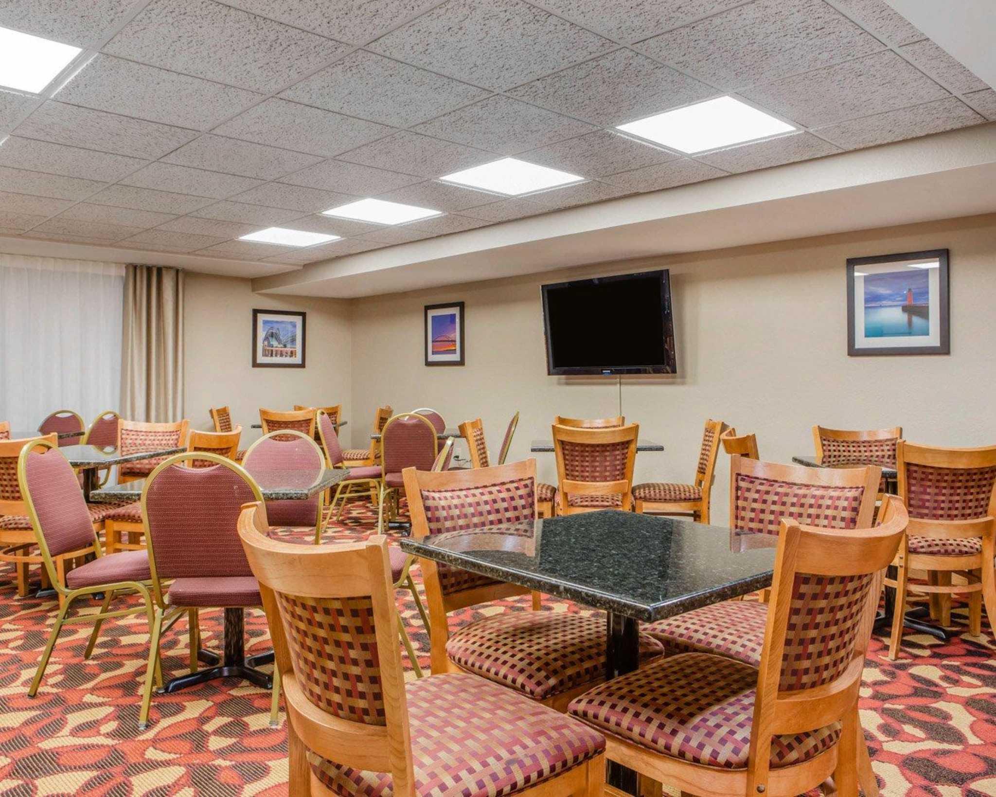 Comfort Inn & Suites Jackson - West Bend image 22