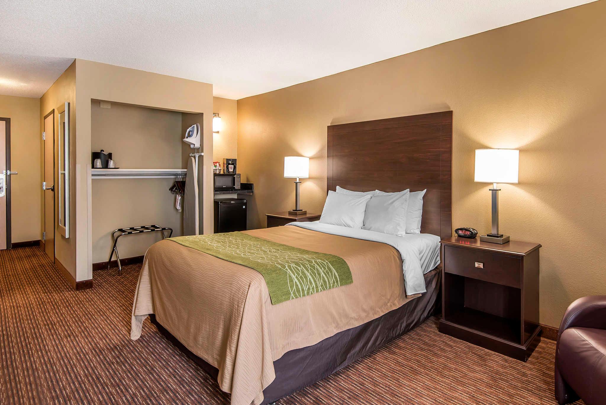 Comfort Inn & Suites Kansas City - Northeast image 9