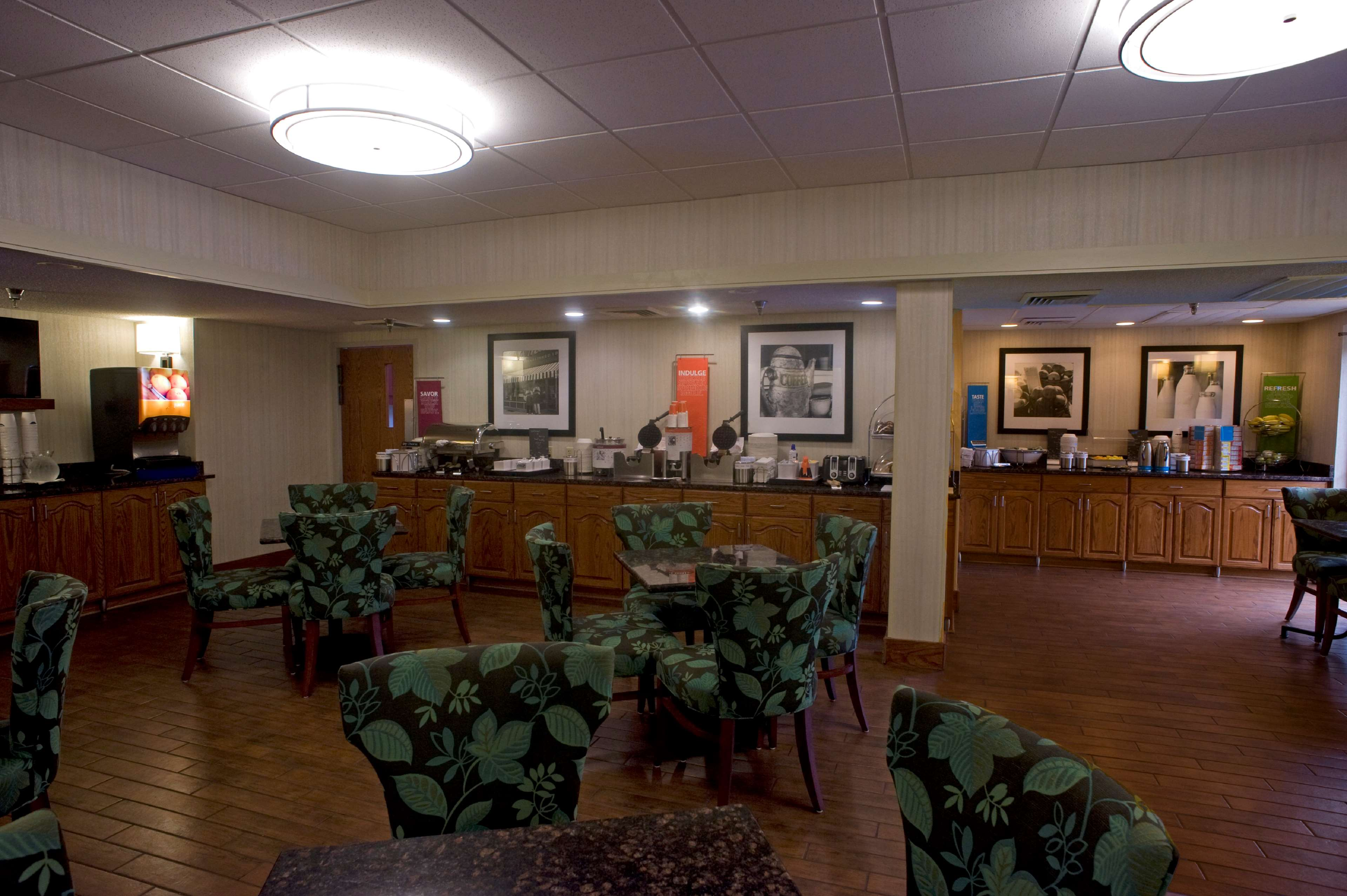 Hampton Inn Springfield-South image 8