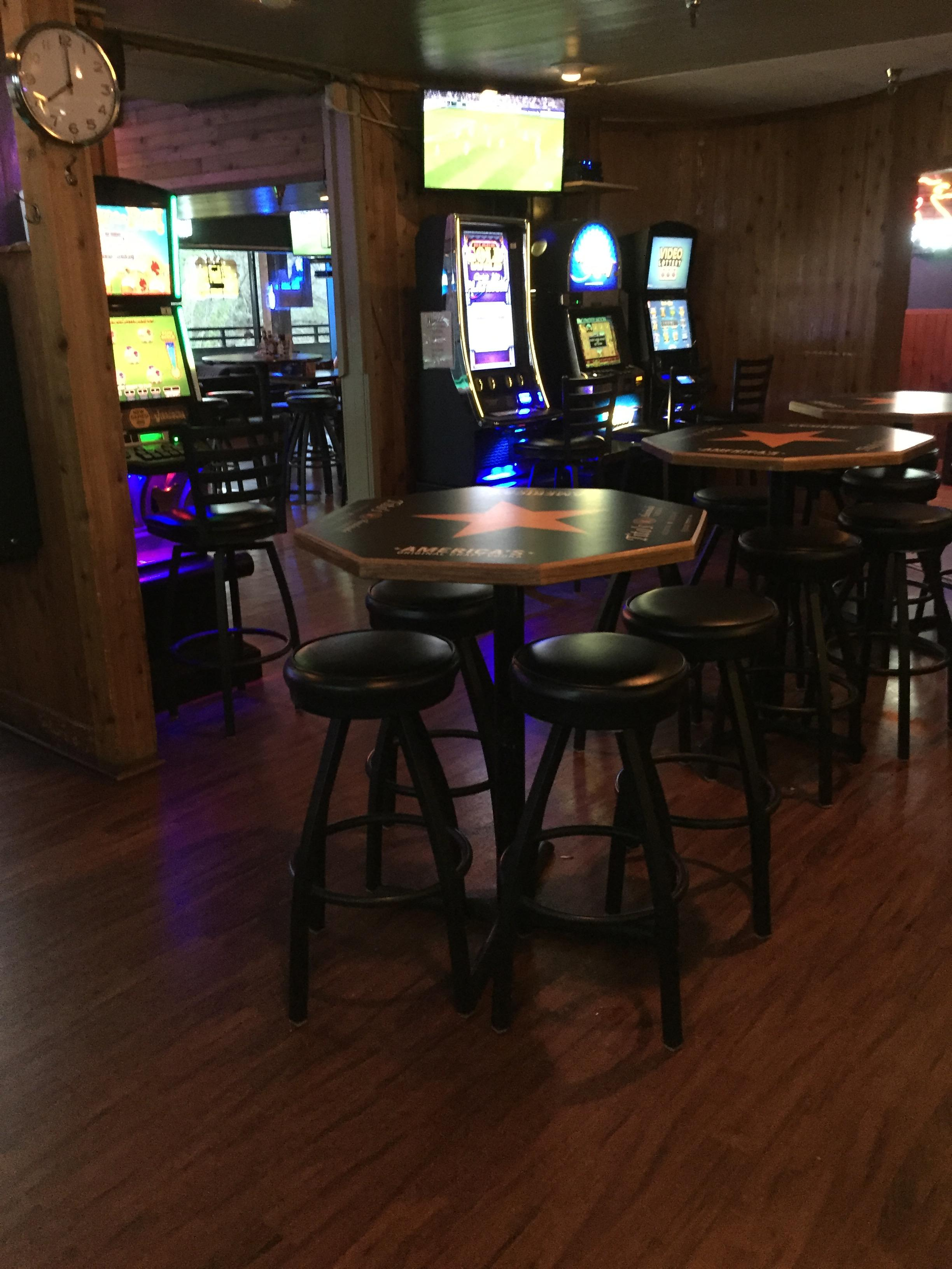 Hanko's Sports Bar & Grill image 5