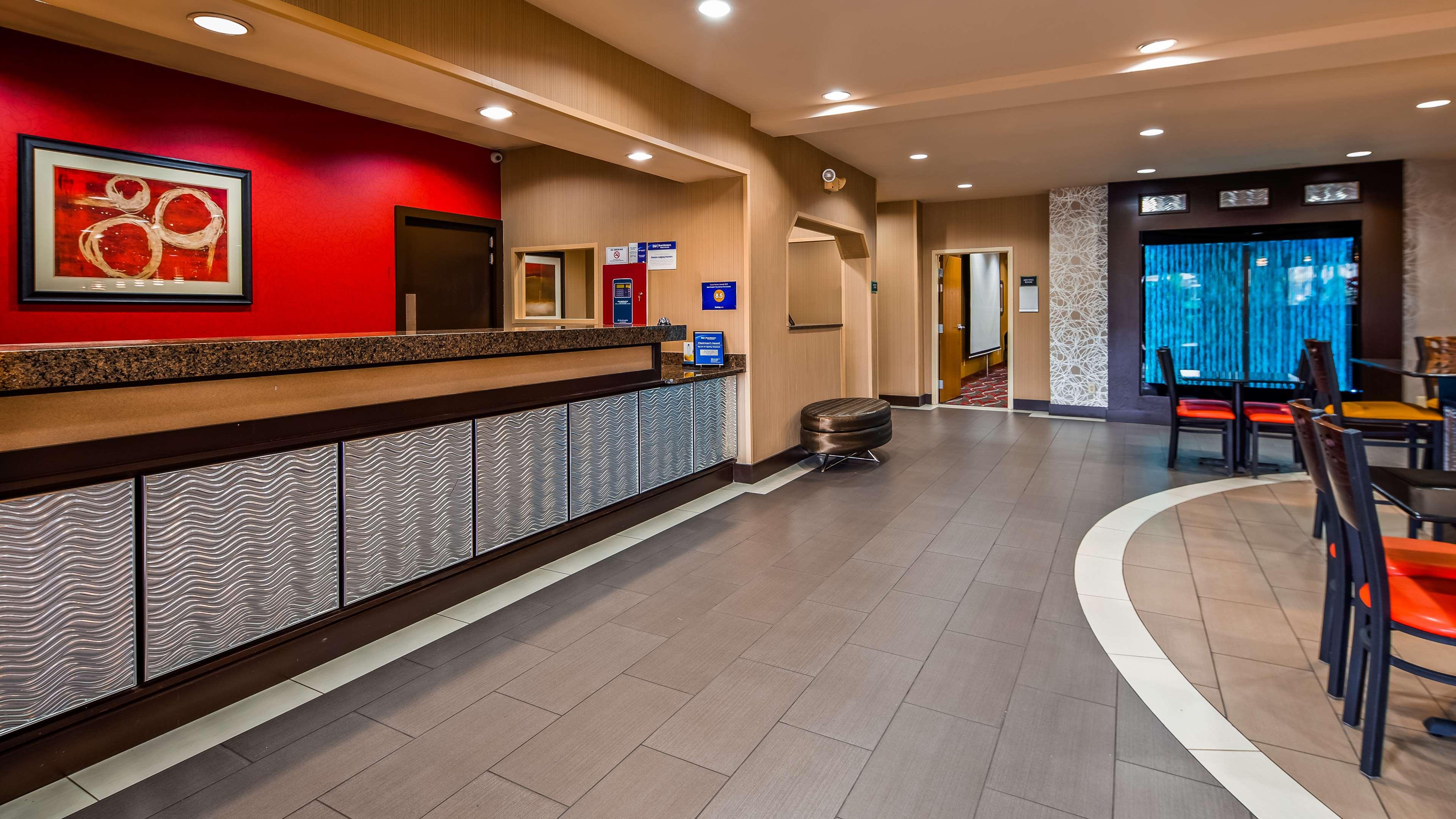 Best Western Plus Denton Inn & Suites image 1