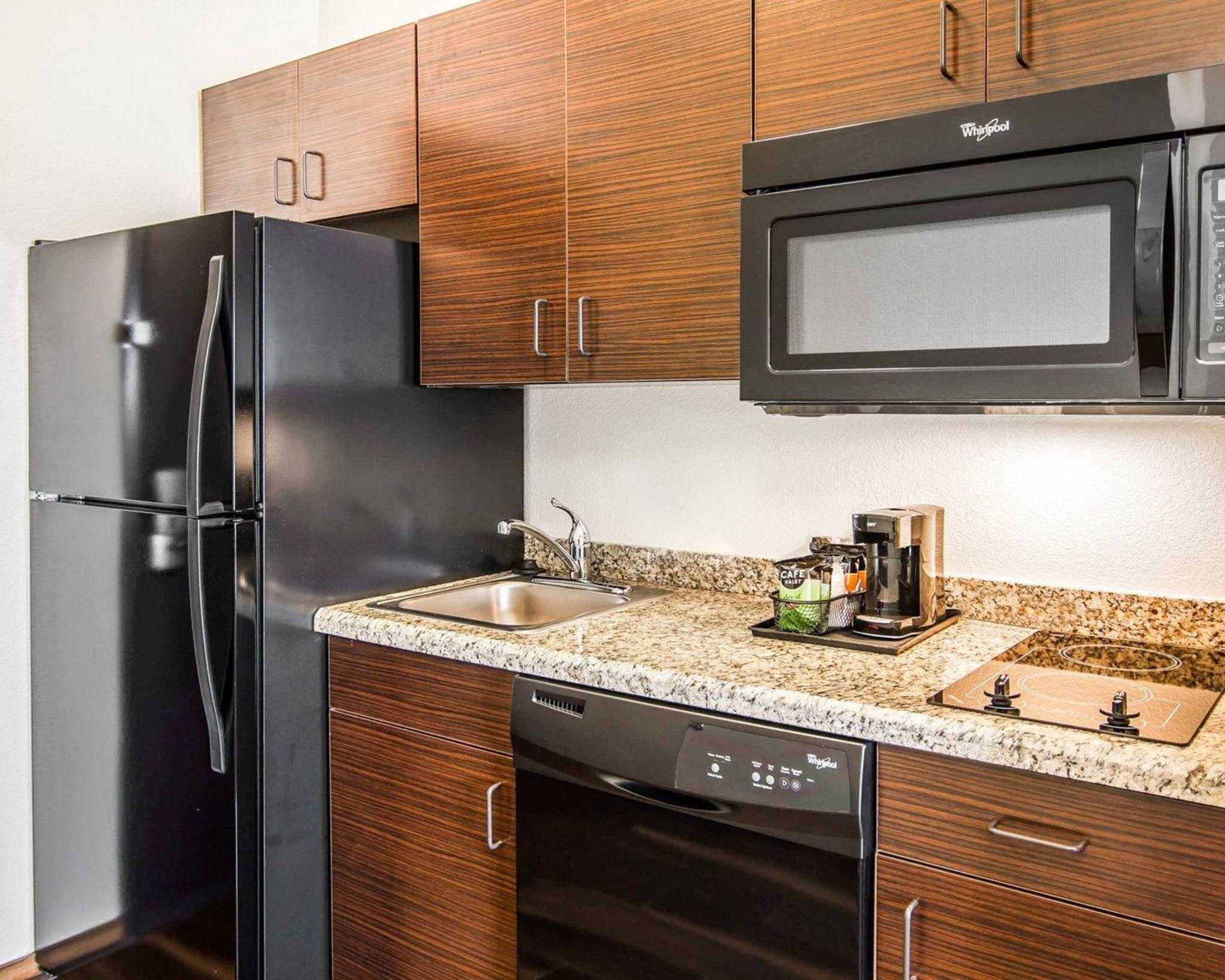 MainStay Suites image 10
