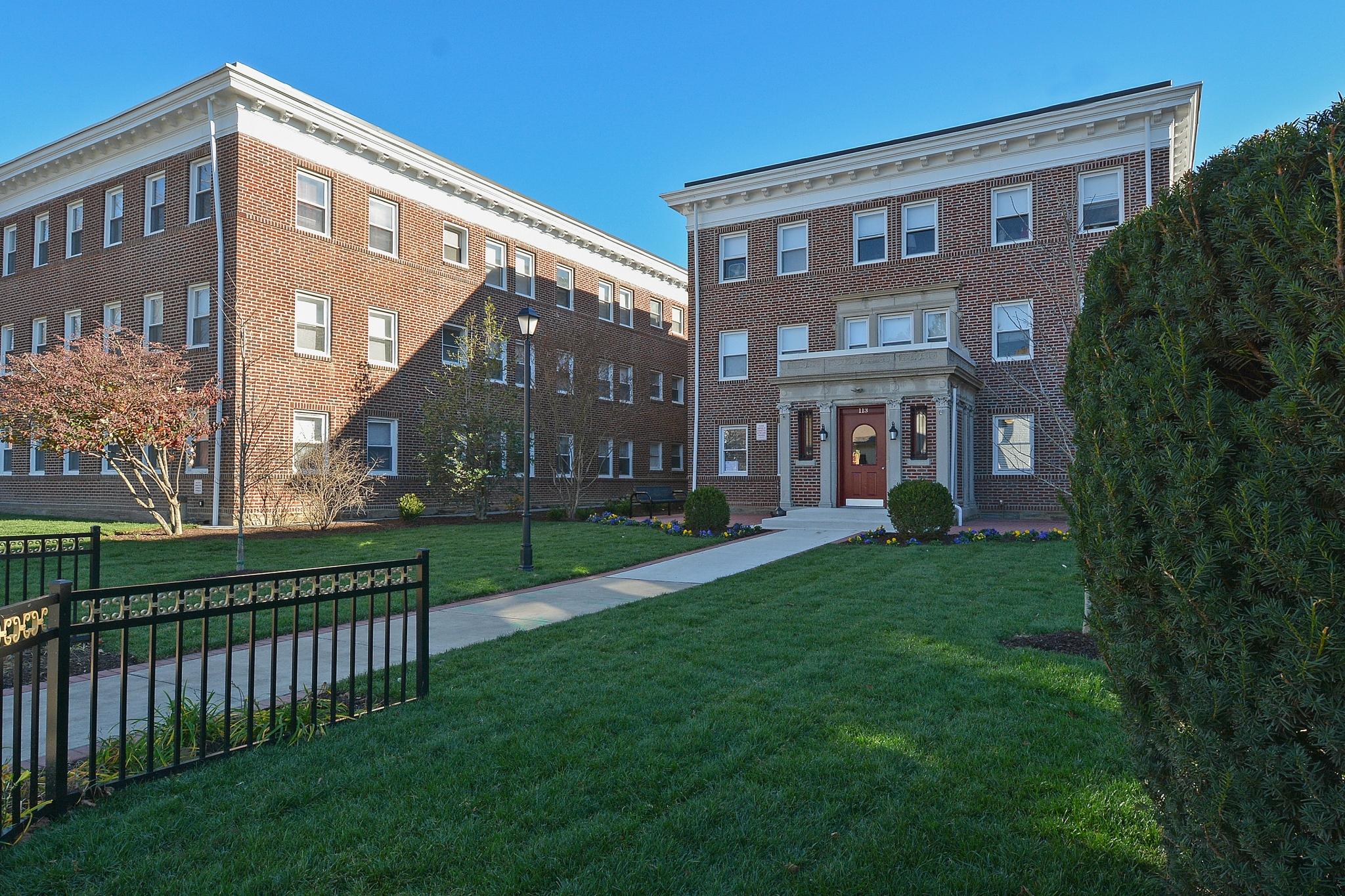 Suburban Court Apartments image 4
