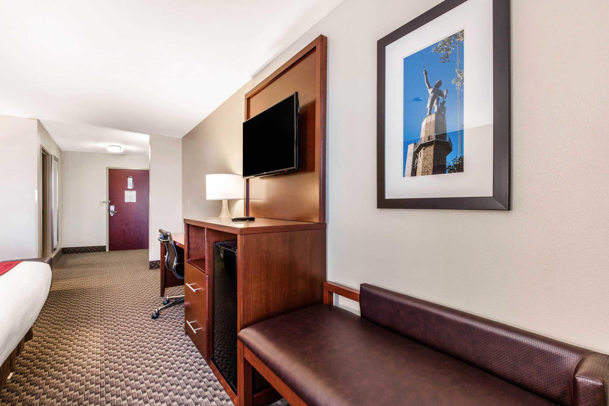 Comfort Suites image 18