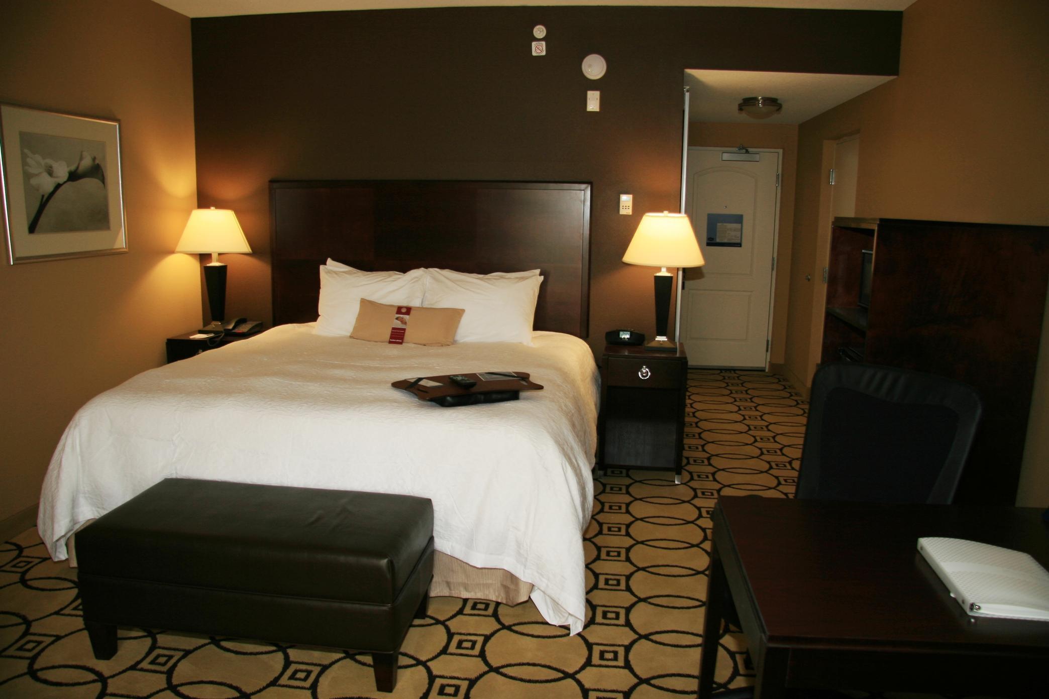 Hampton Inn & Suites Brunswick image 3