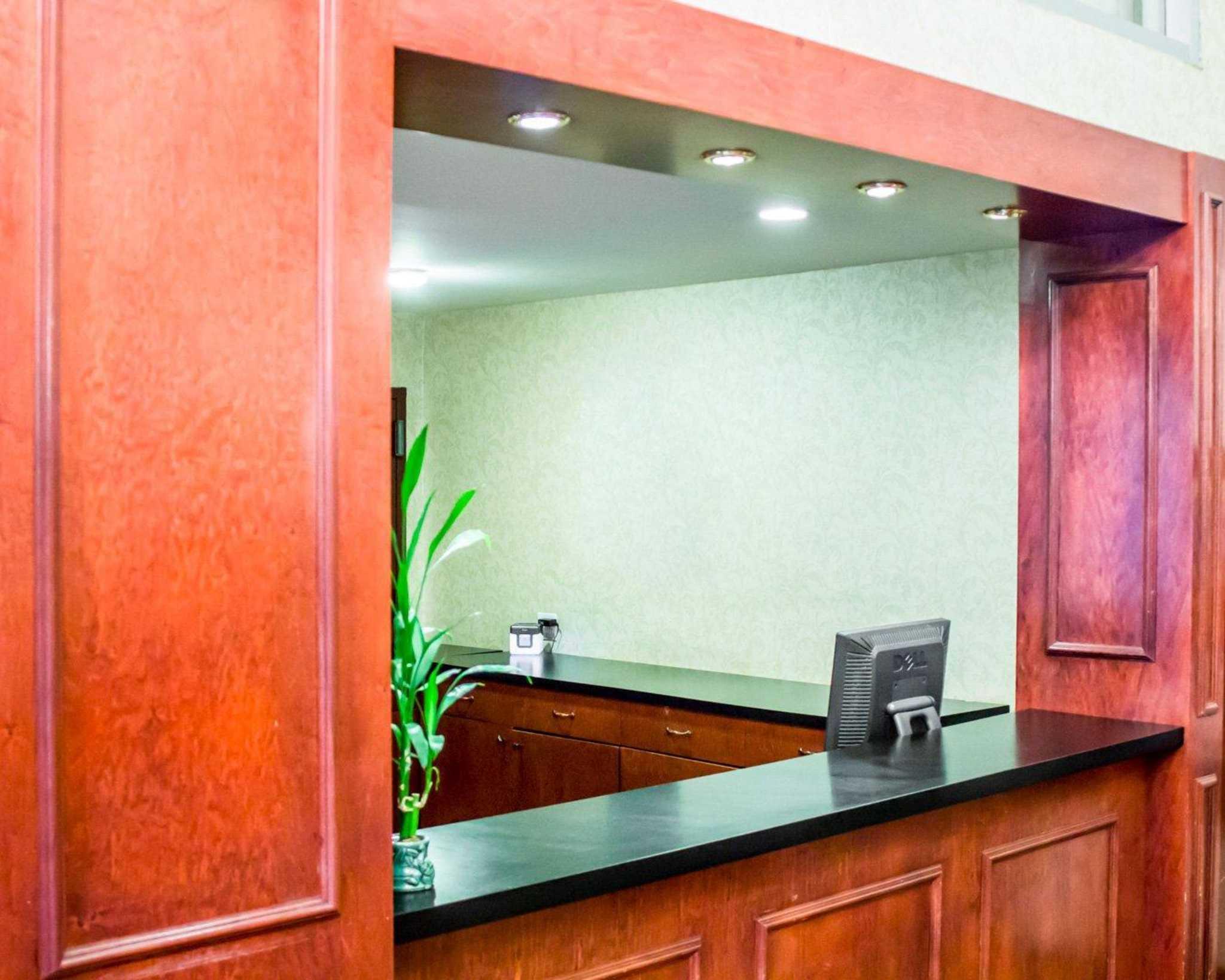 Econo Lodge Times Square image 12