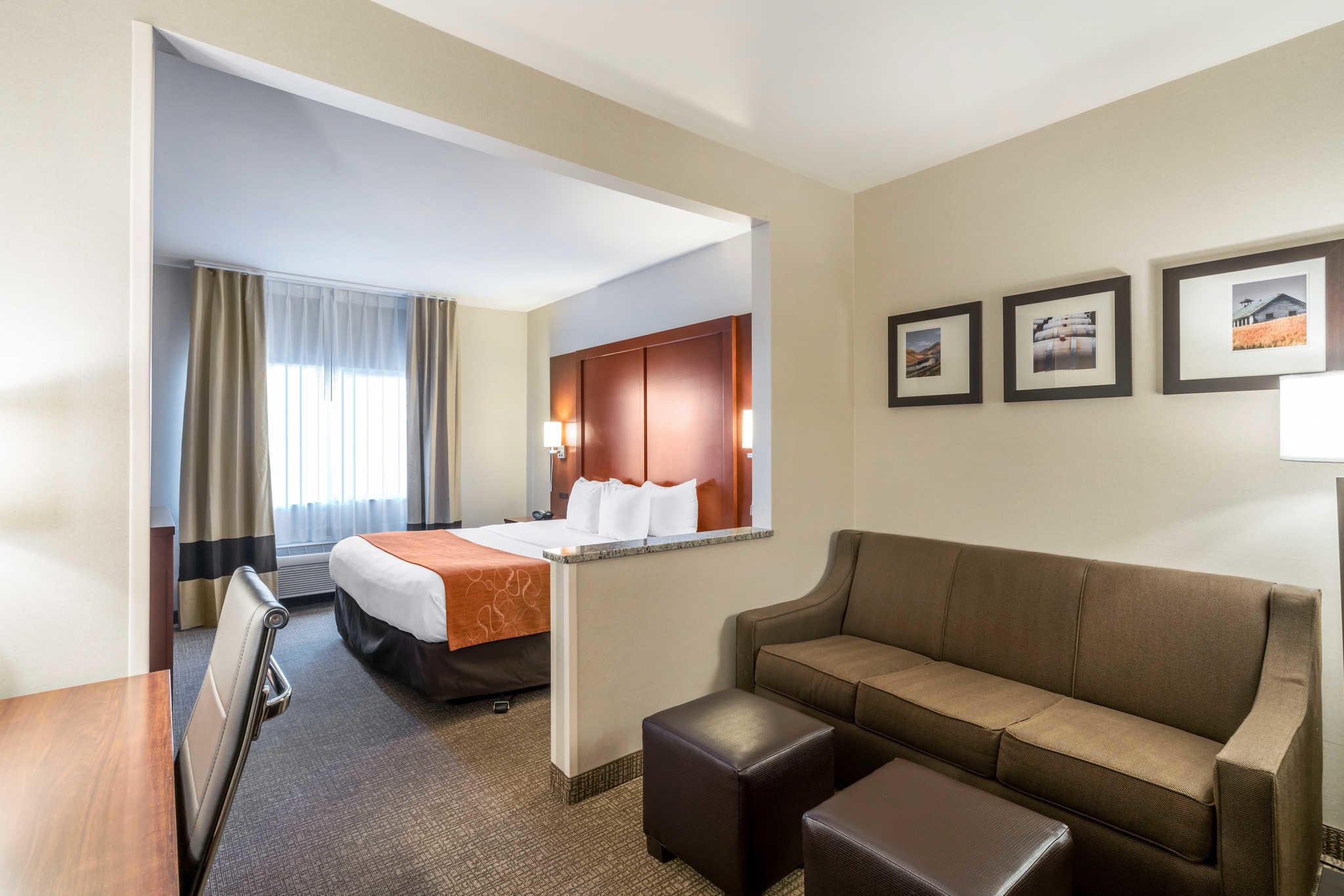 Comfort Suites image 9