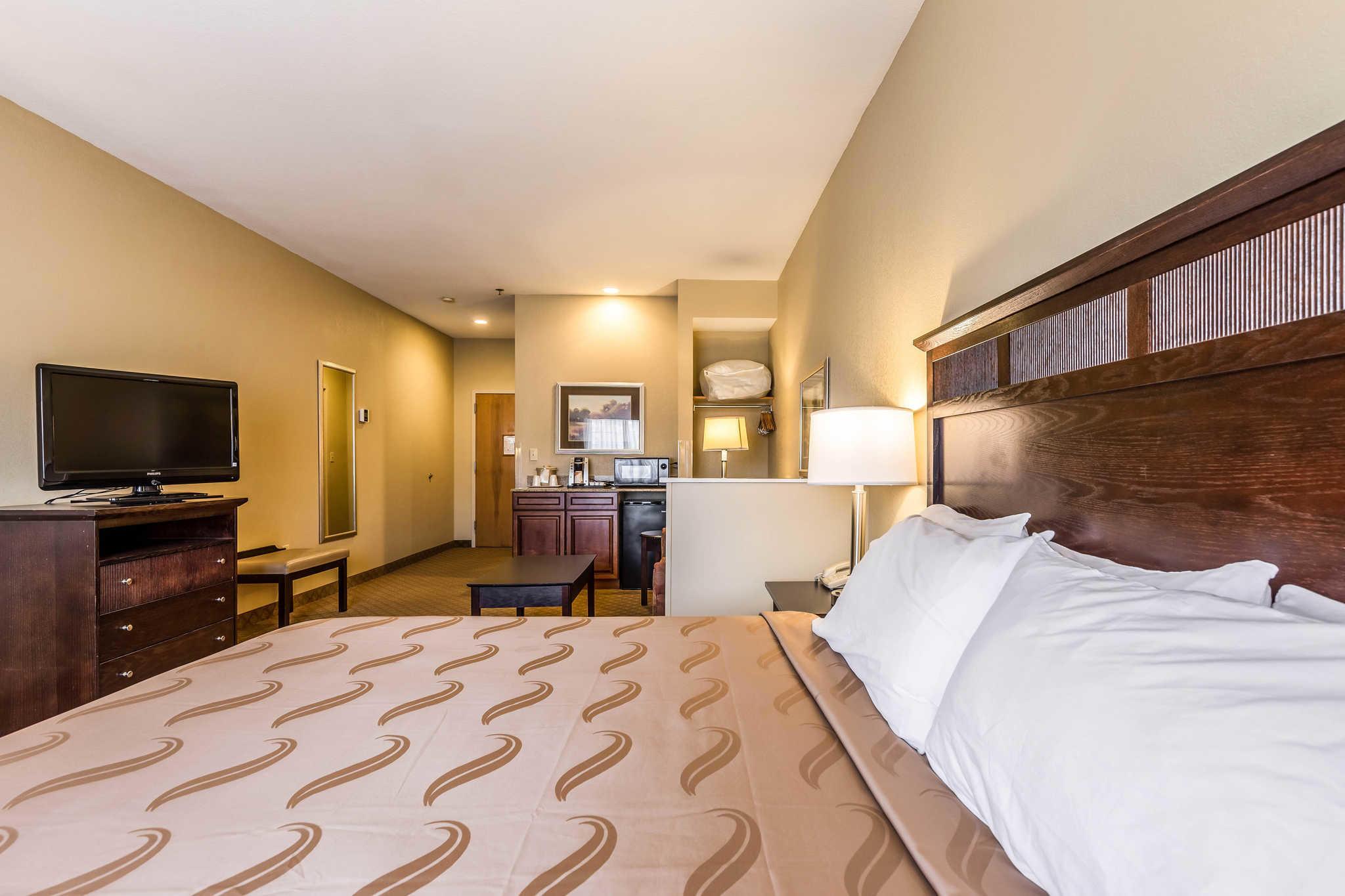 Quality Inn & Suites image 19