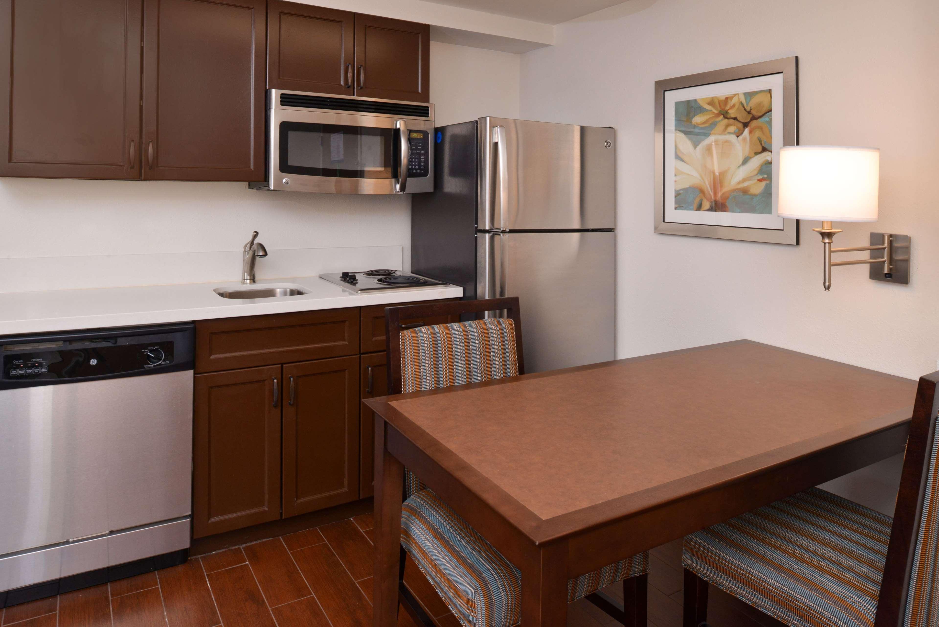 Hampton Inn & Suites Pueblo-Southgate image 40