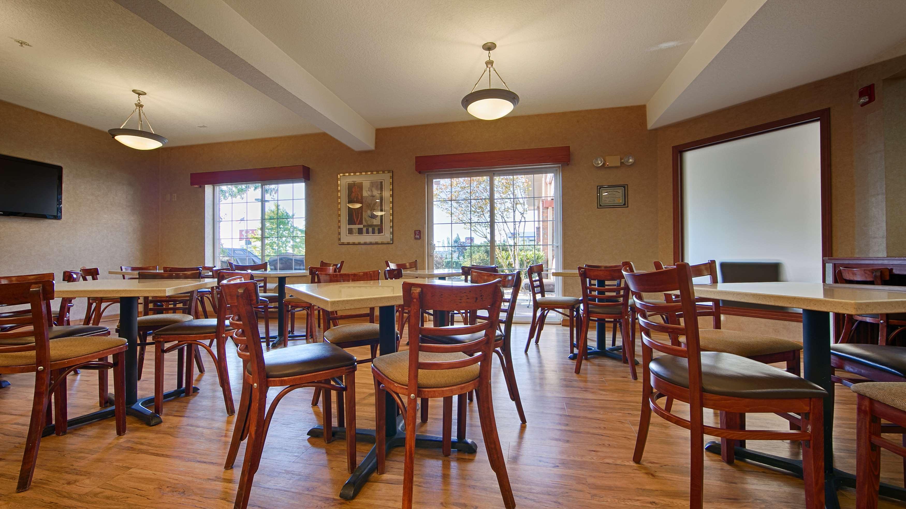 Best Western Plus Park Place Inn & Suites image 39