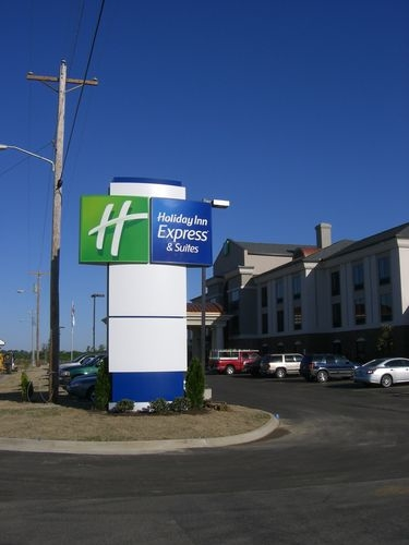 Holiday Inn Express & Suites Covington image 1