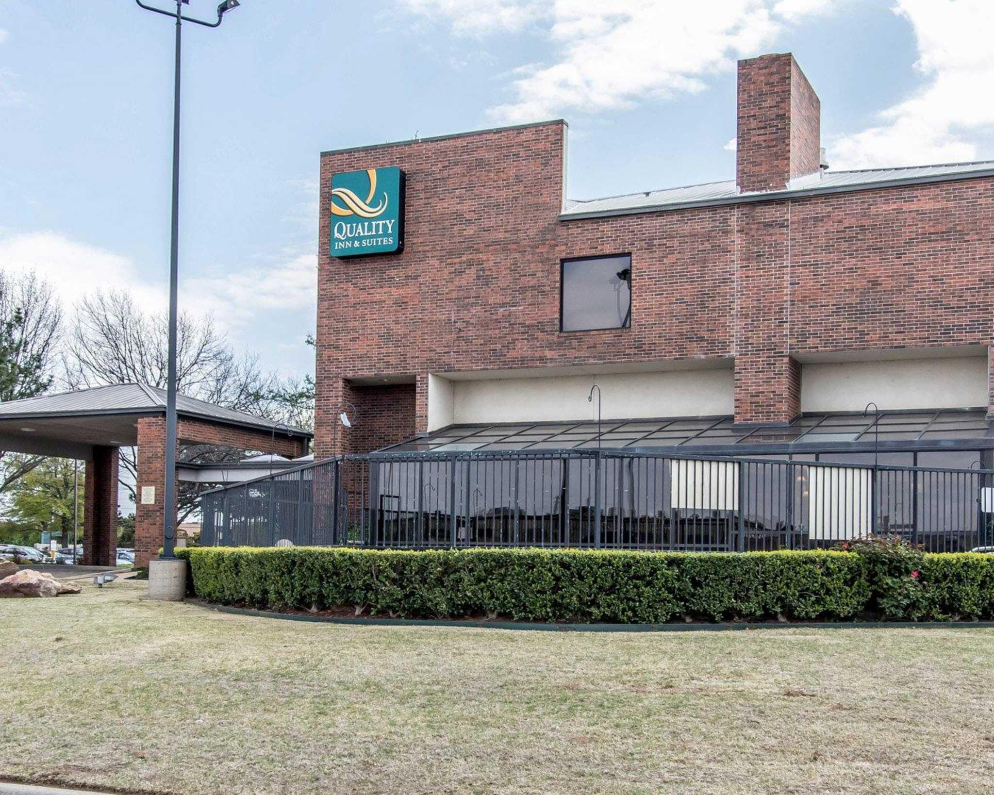 Quality Inn & Suites Fairgrounds West image 2