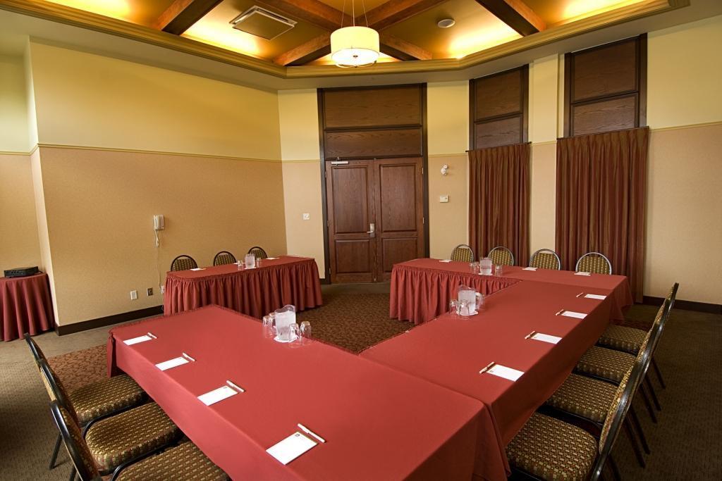 Best Western Plus Hotel Universel Drummondville à Drummondville: Meeting Room Salon Du Roi