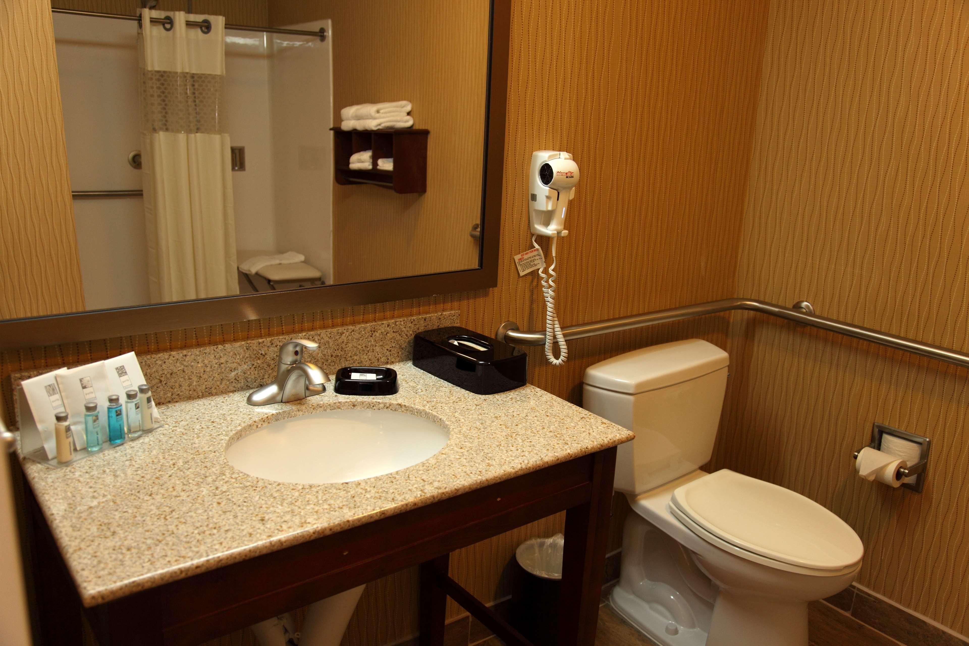 Hampton Inn & Suites Bastrop image 16