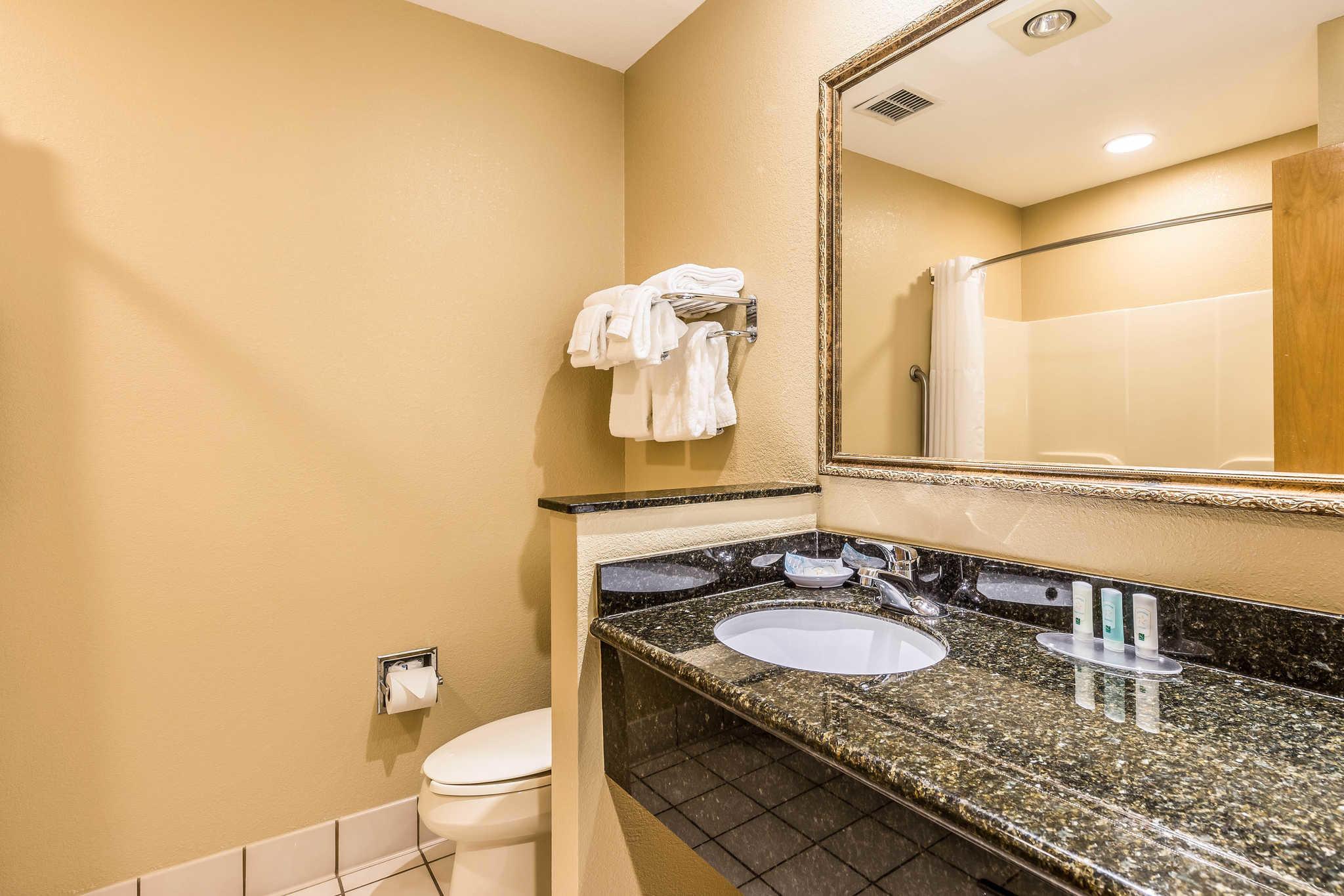 Quality Inn & Suites image 15