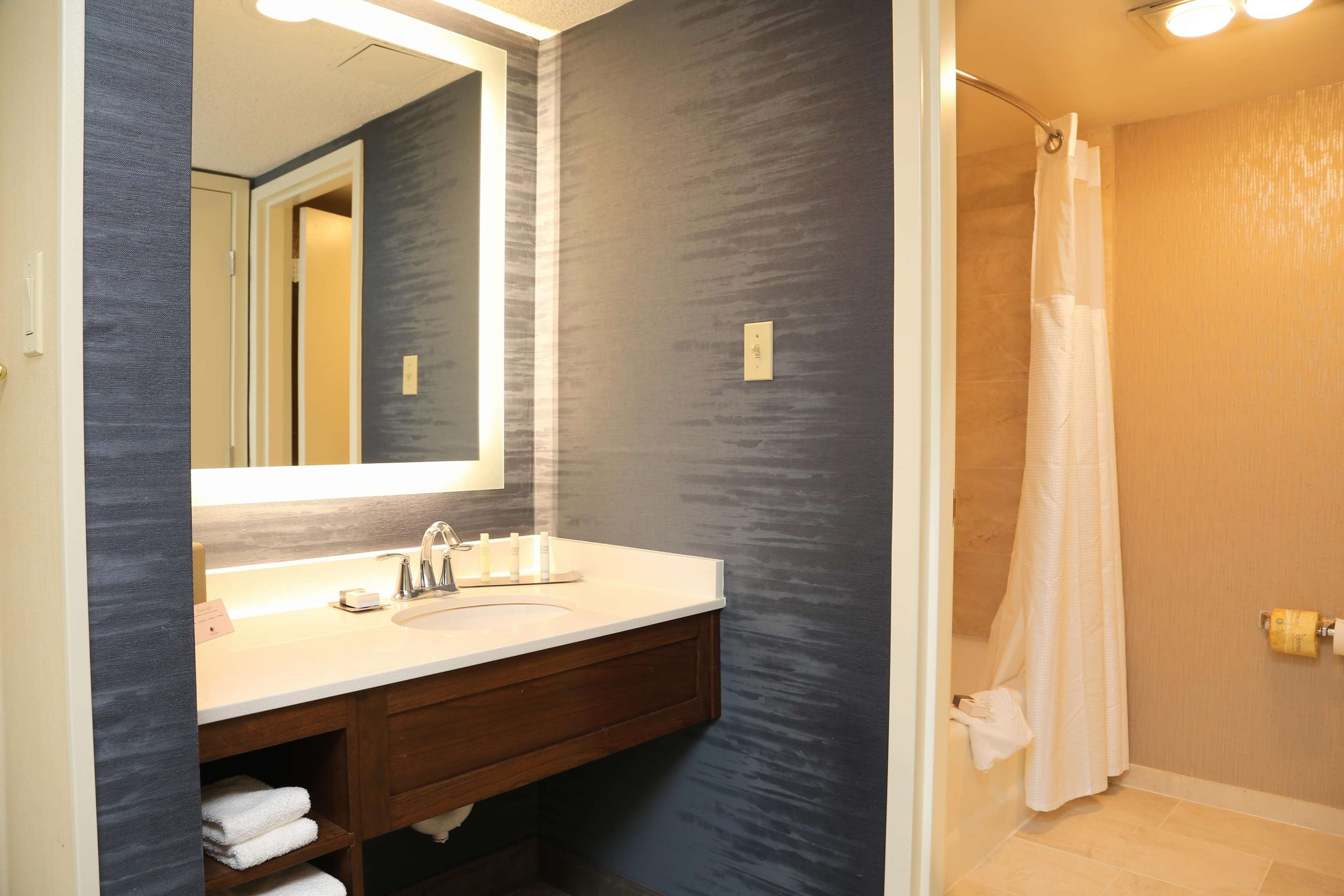 DoubleTree by Hilton Boston - Andover image 27