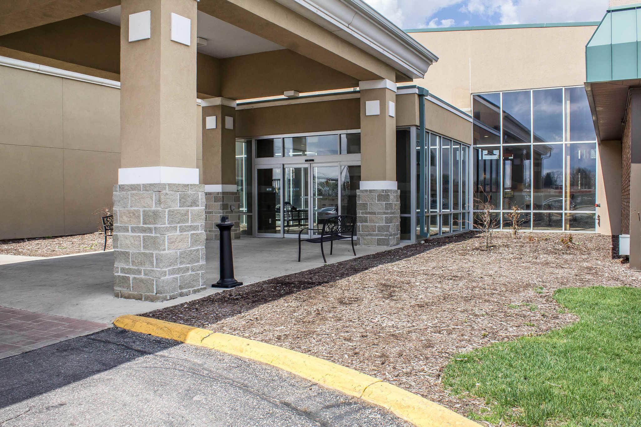 Clarion Inn University Plaza image 0