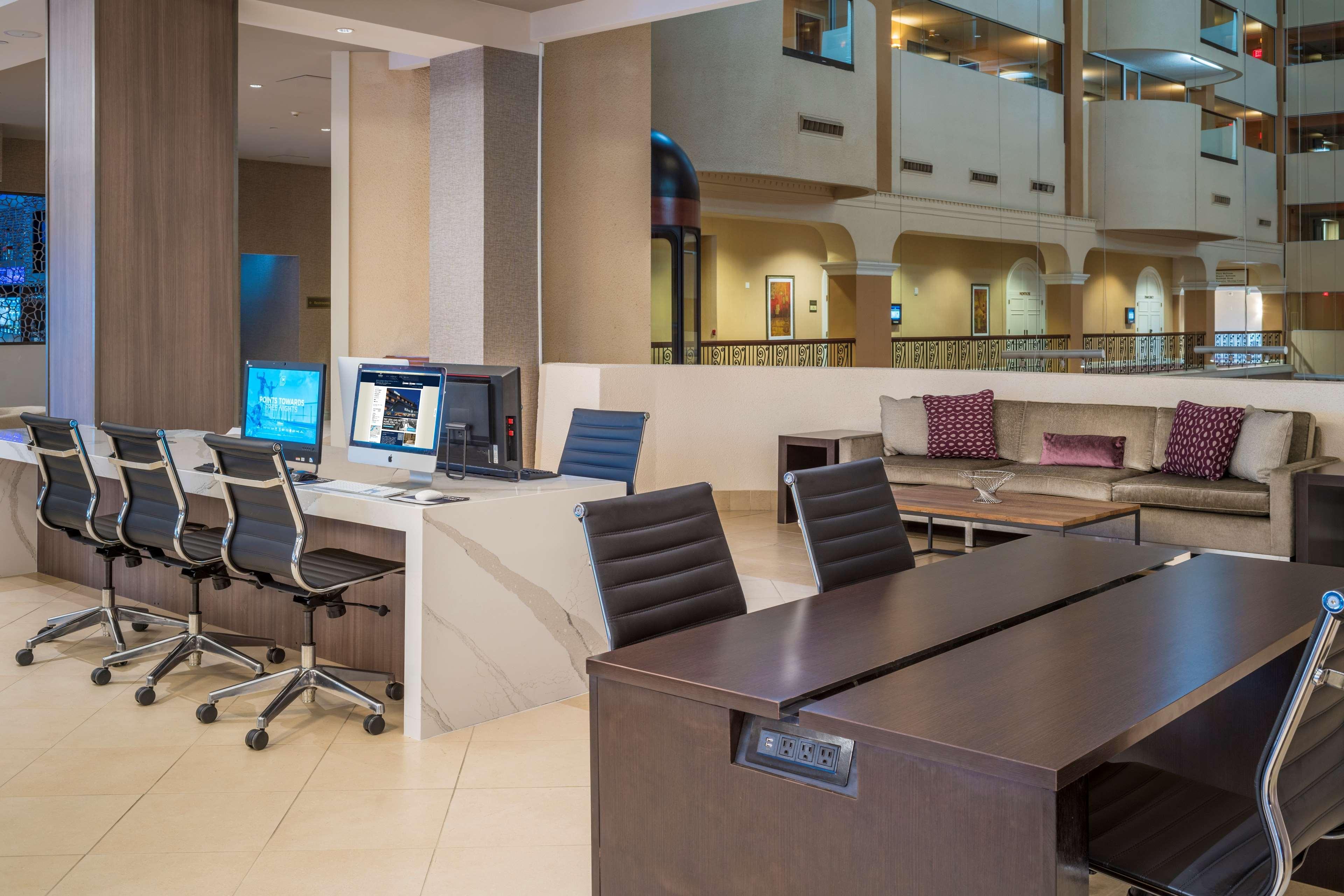 Hilton Washington DC/Rockville Hotel & Executive Meeting Ctr image 8