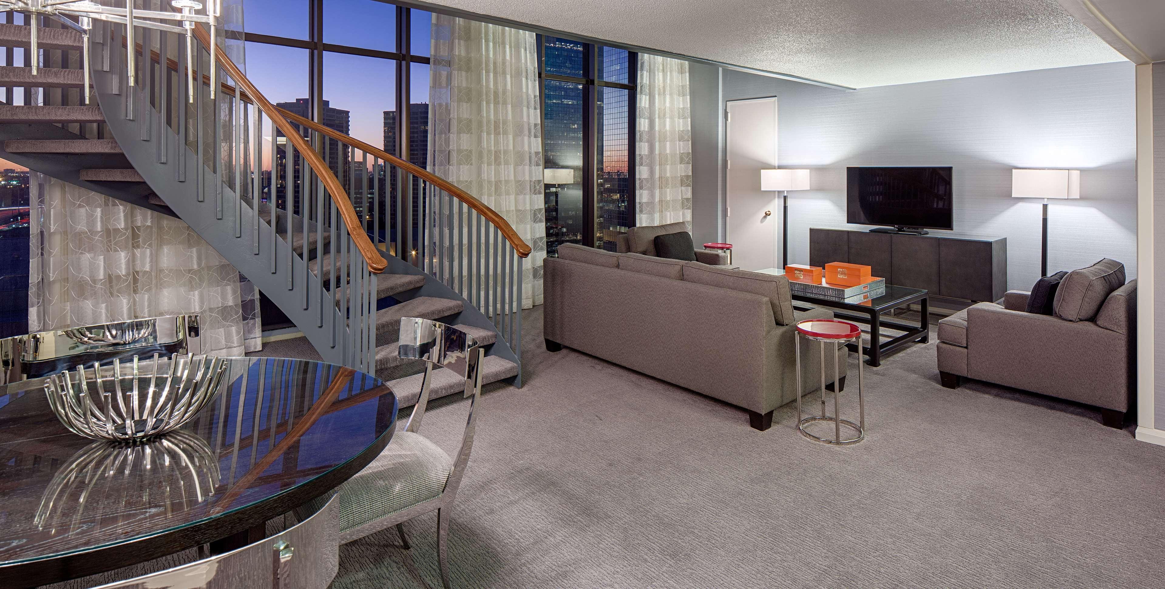 DoubleTree by Hilton Hotel Houston - Greenway Plaza image 26