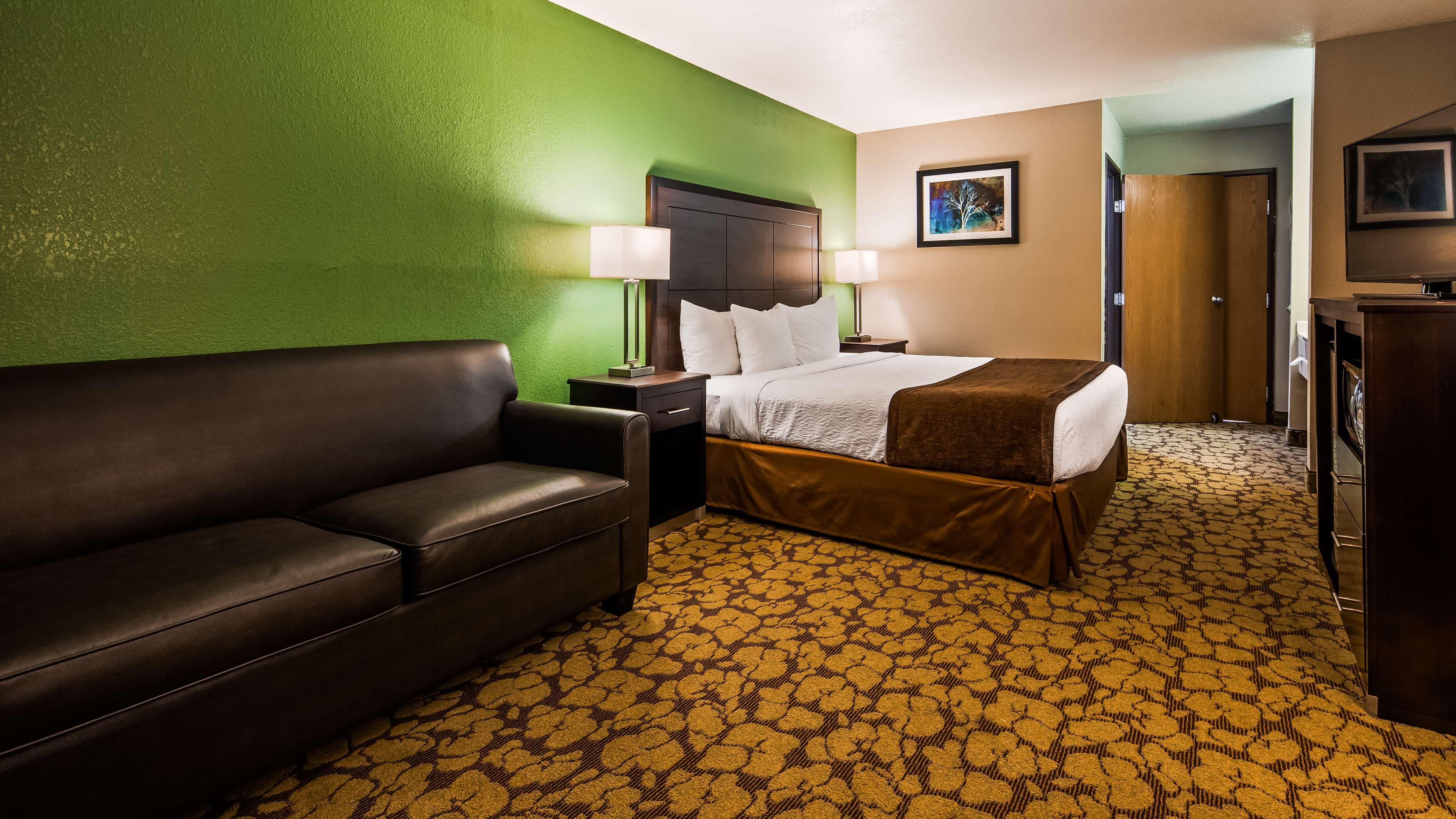 SureStay Plus Hotel by Best Western Bettendorf image 14