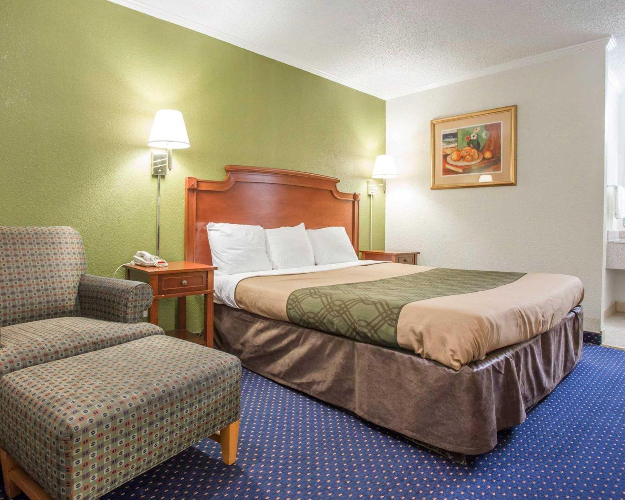 Rodeway Inn & Suites Fort Jackson image 5