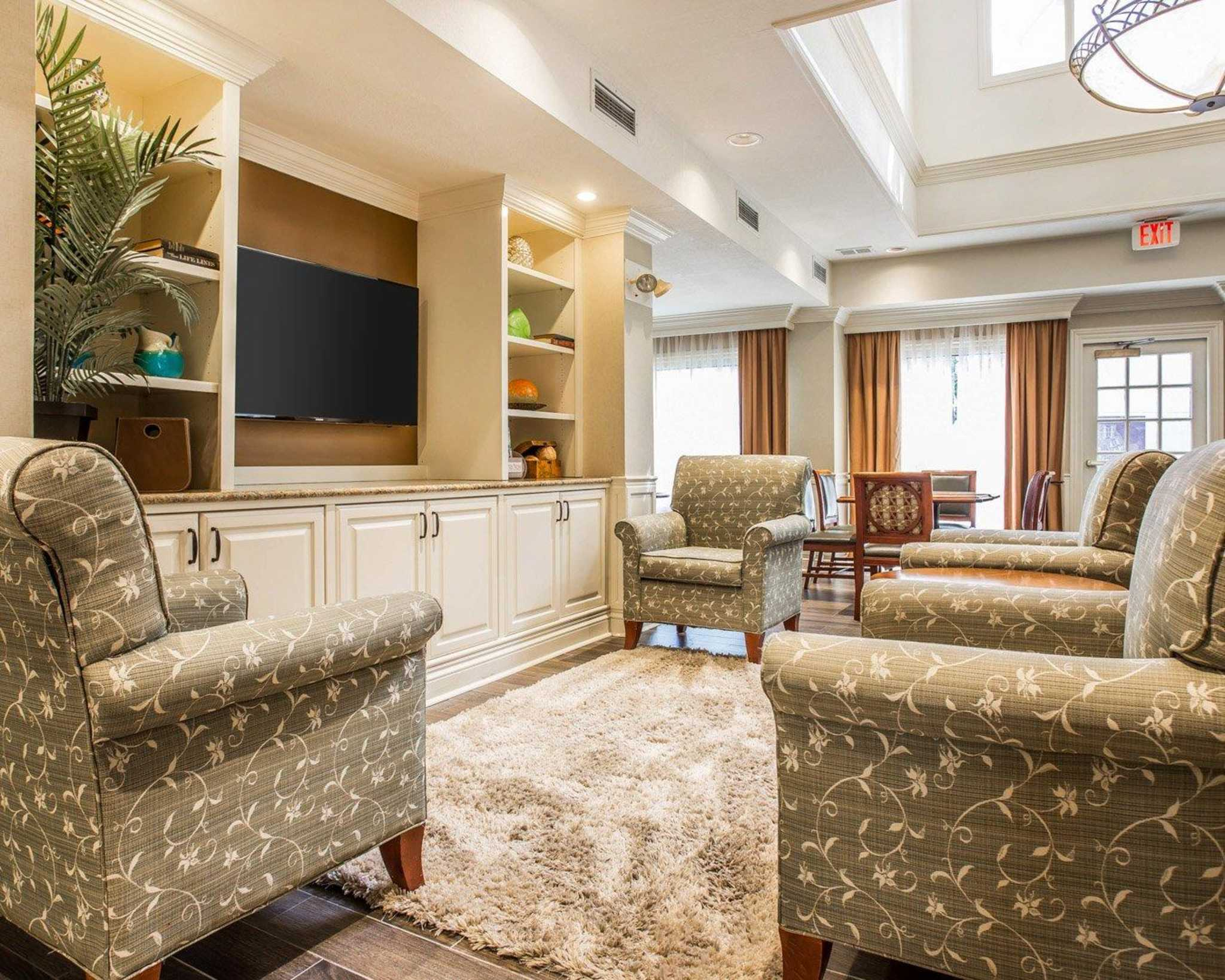 Quality Suites Buckhead Village image 5