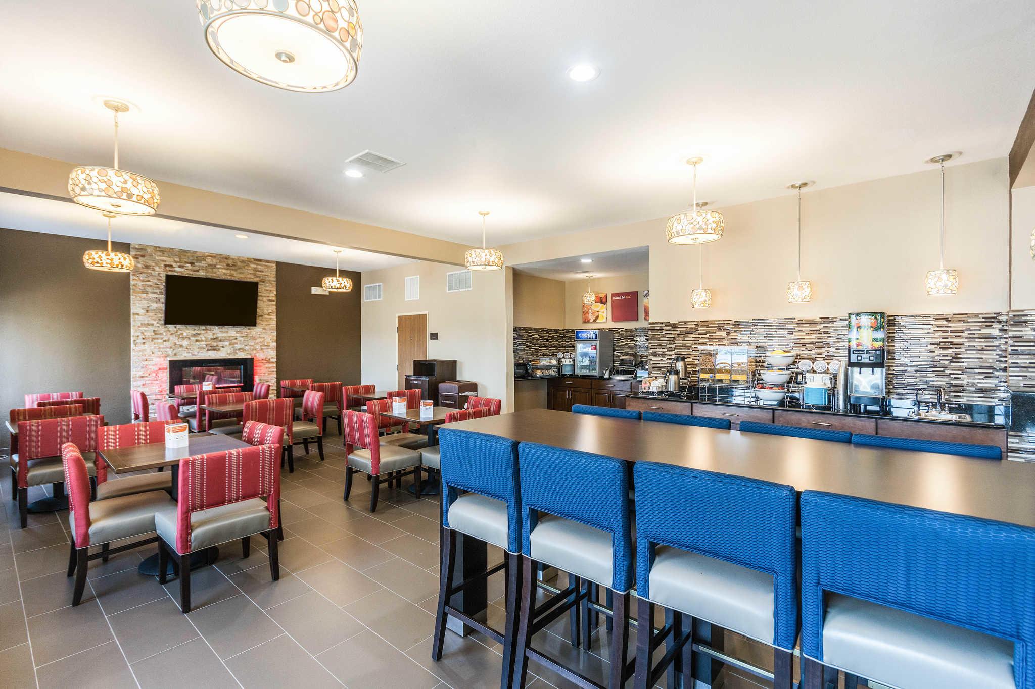 Comfort Inn & Suites North Aurora - Naperville image 33