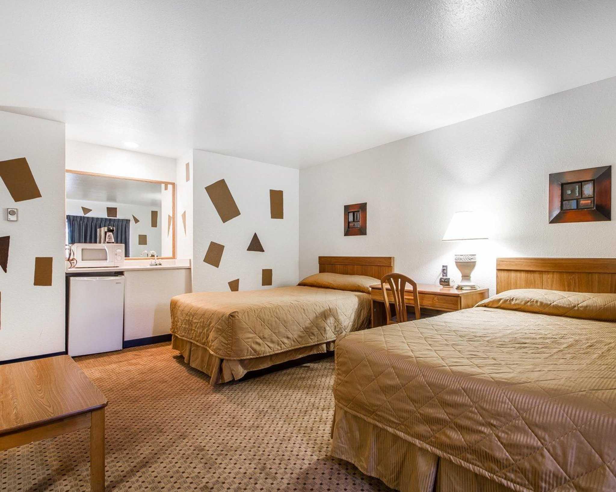 Rodeway Inn & Suites WI Madison-Northeast image 10