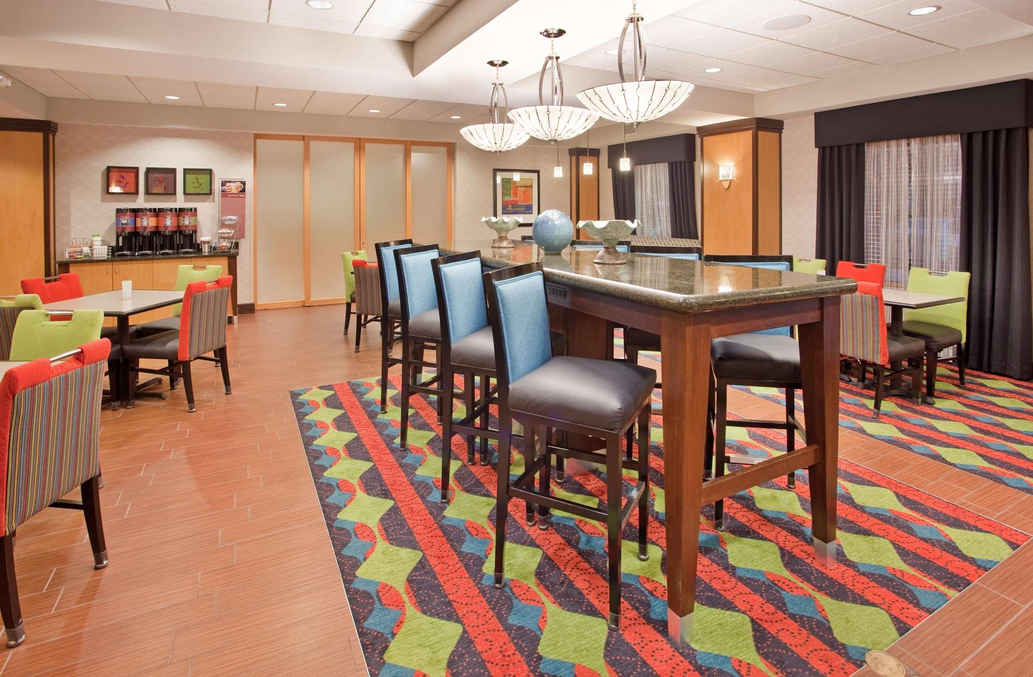 Hampton Inn Norfolk image 2
