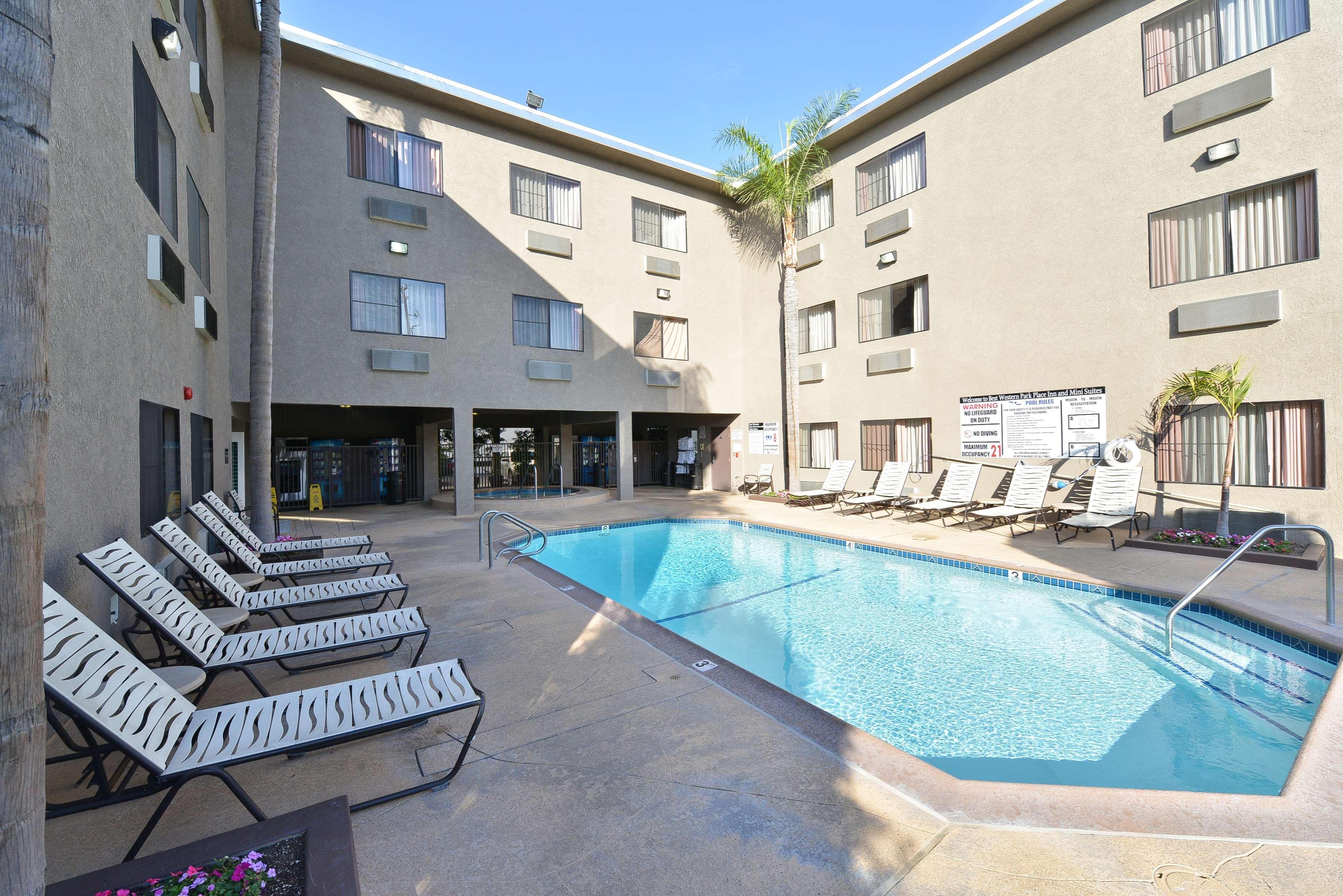 Best Western Plus Park Place Inn - Mini Suites image 7