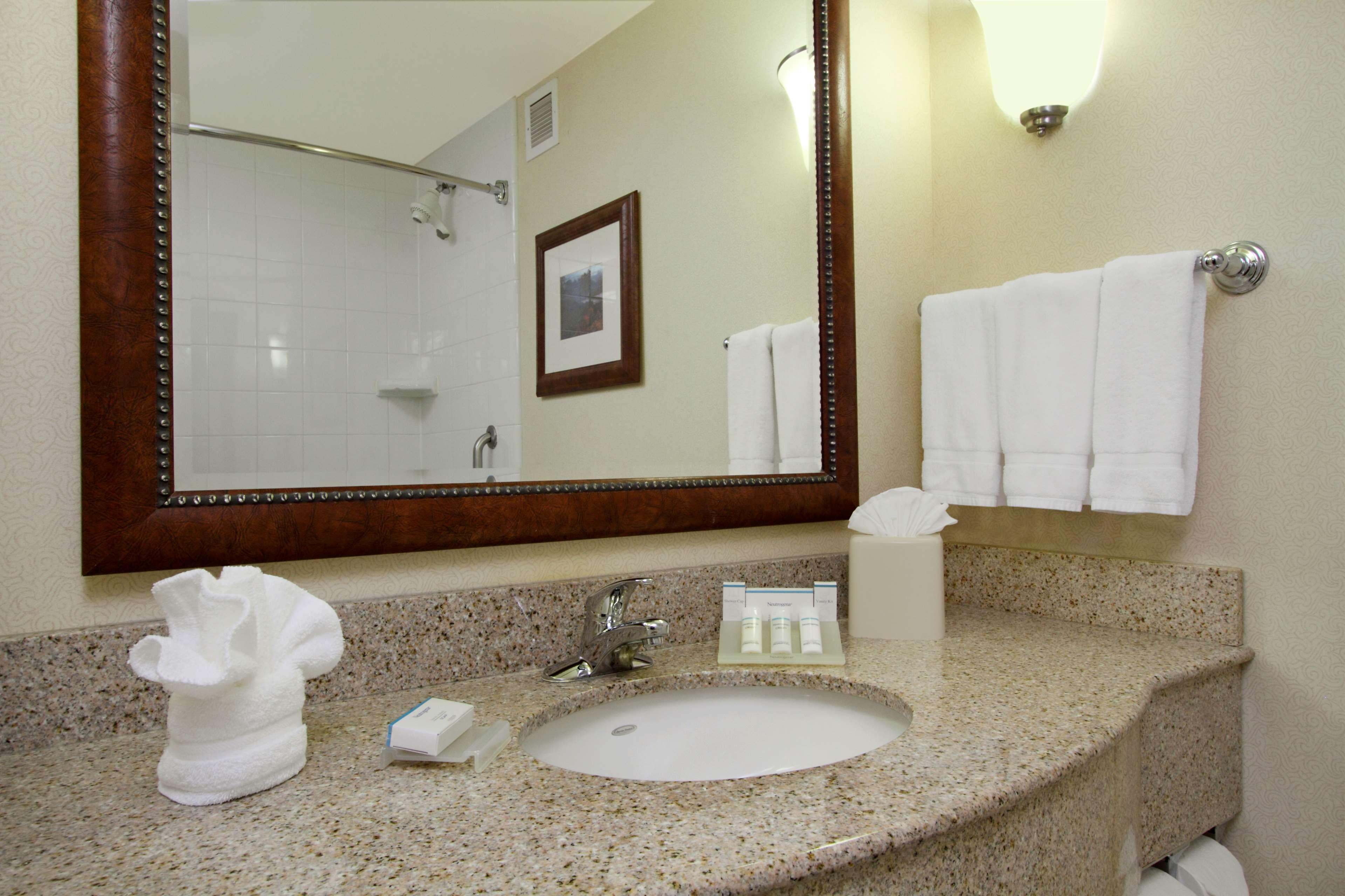 Hilton Garden Inn Columbus-University Area image 21