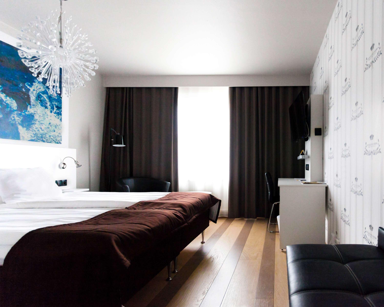 Superior Room Bed/Desk
