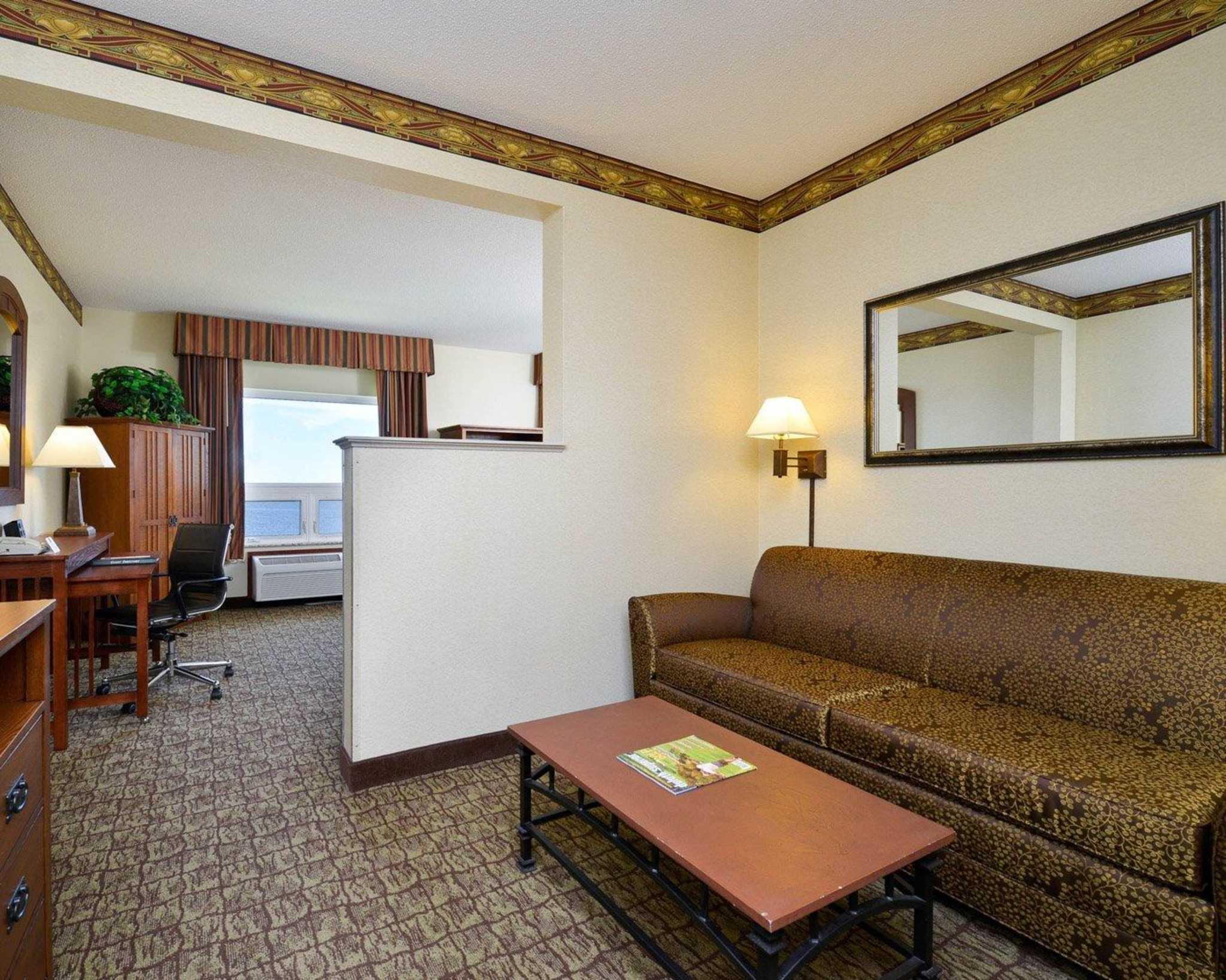 Comfort Suites Canal Park image 33