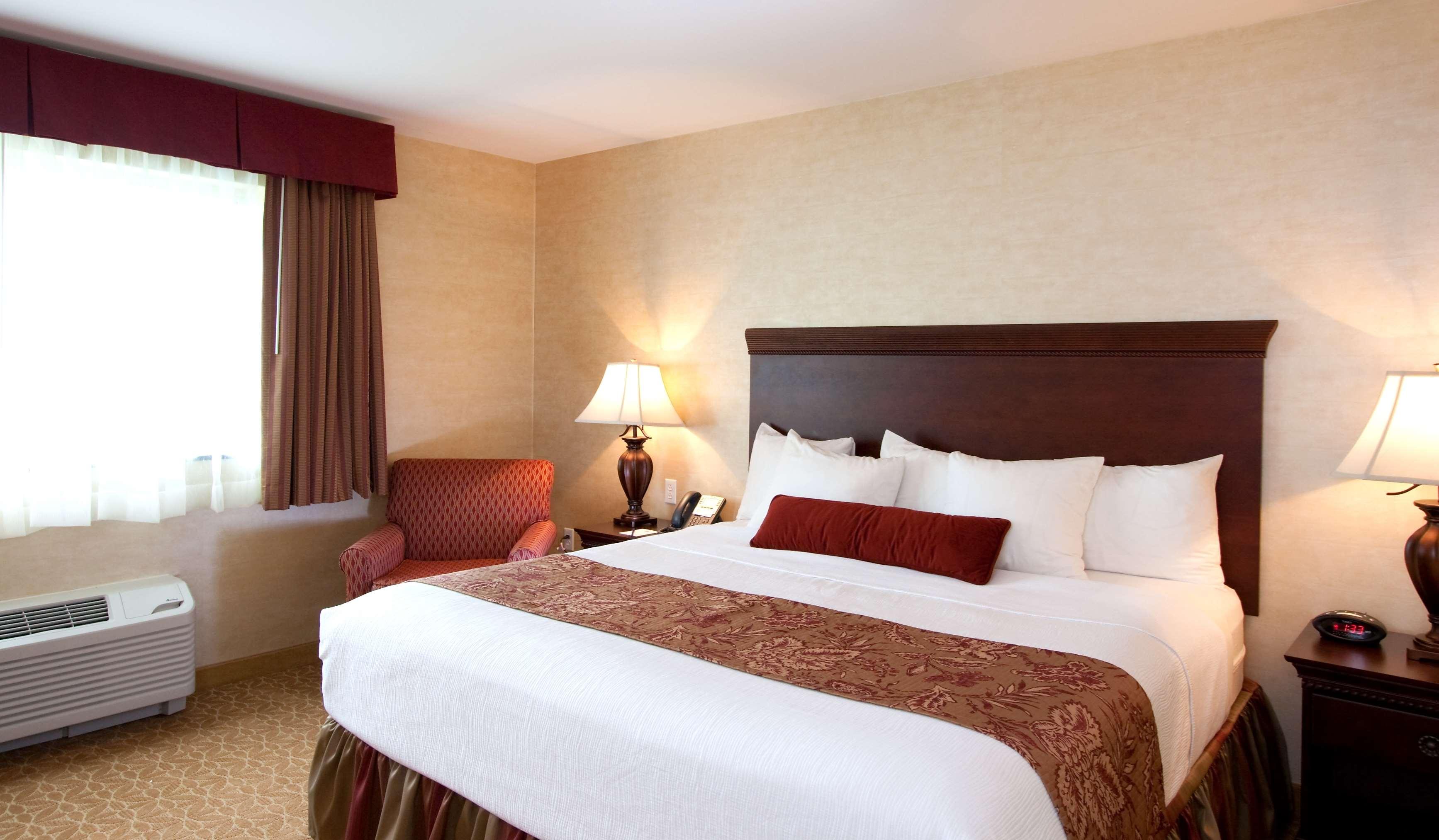 Best Western Plus Vineyard Inn & Suites image 1