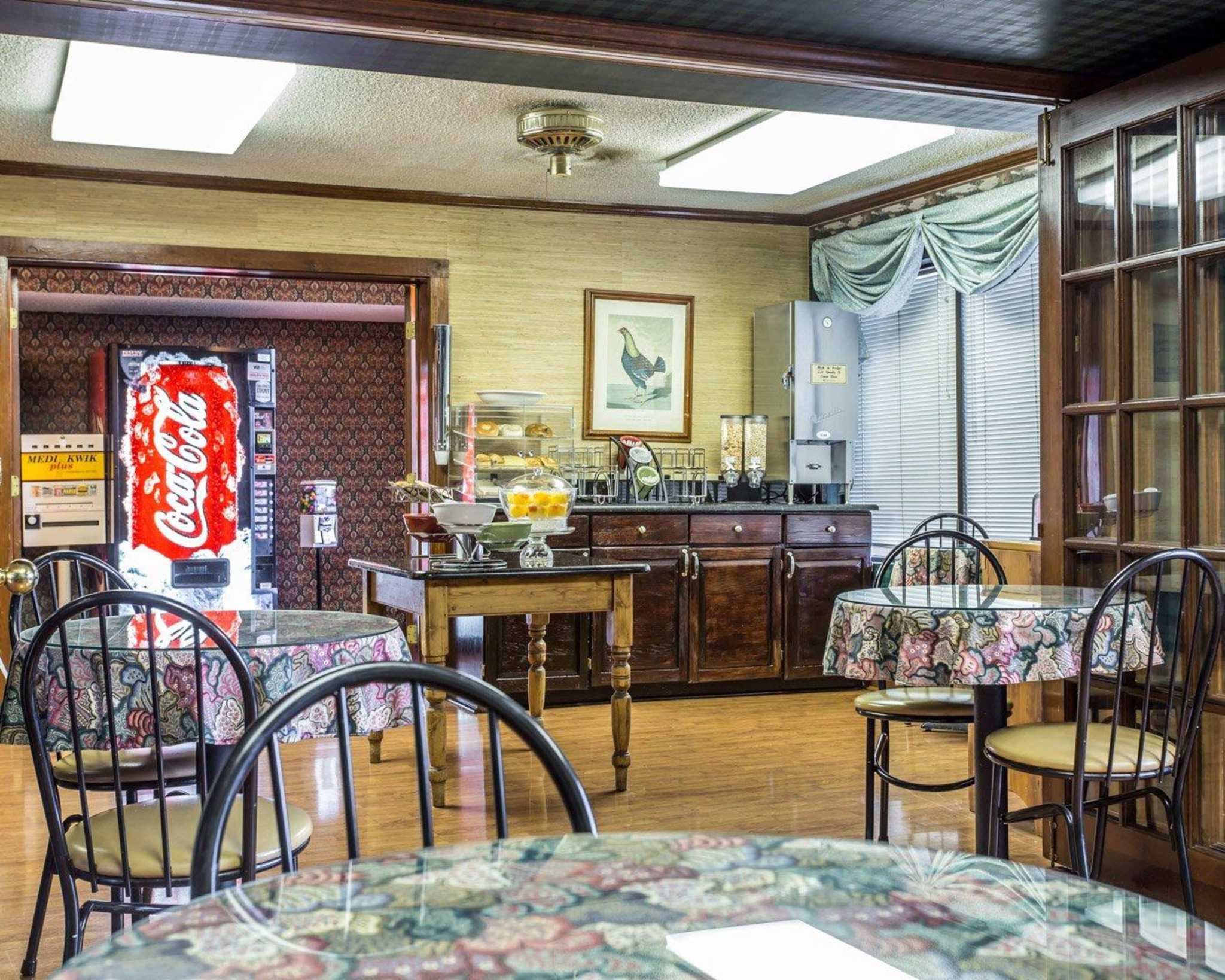 Econo Lodge & Suites Lake Norman image 17