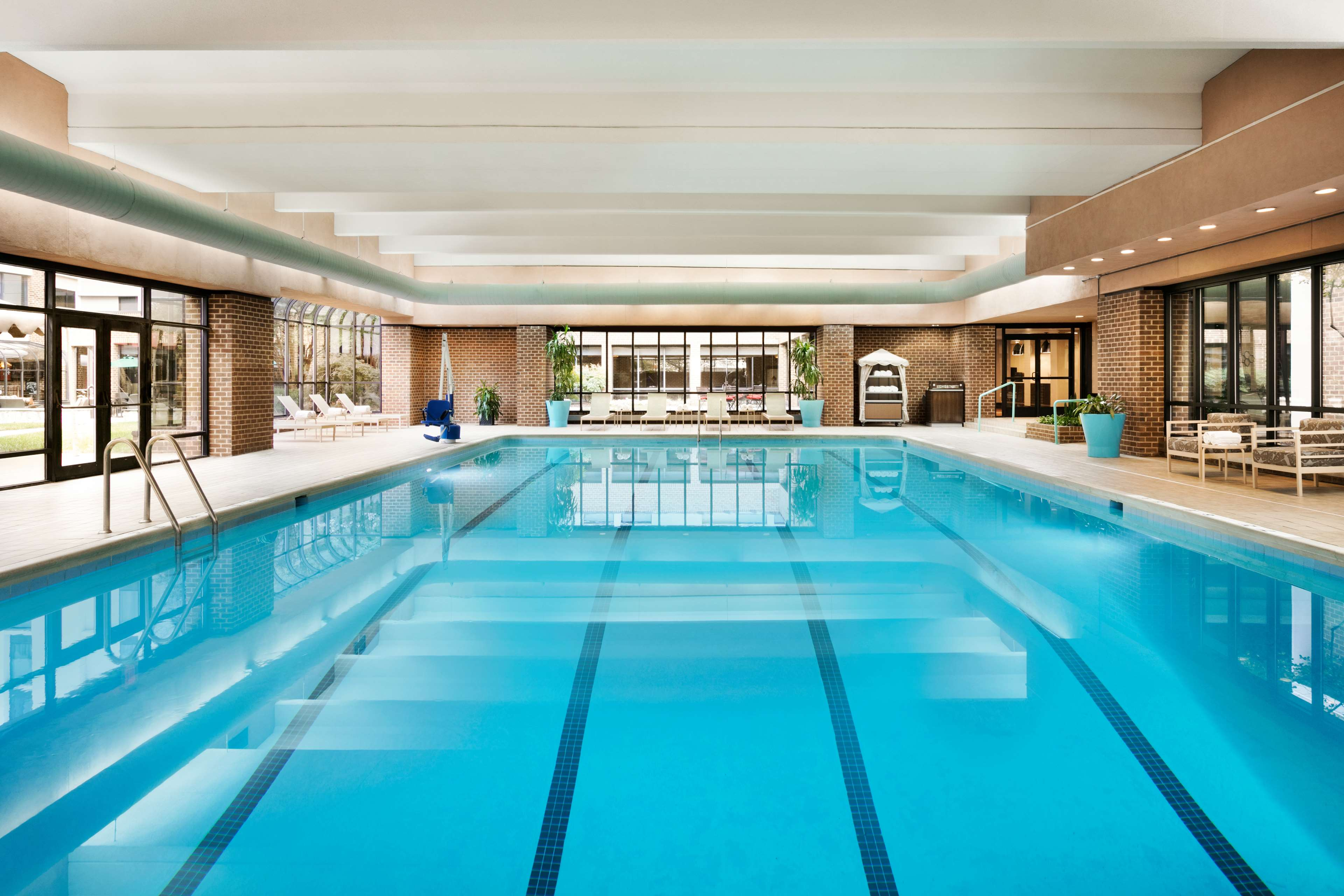 DoubleTree by Hilton McLean Tysons image 7