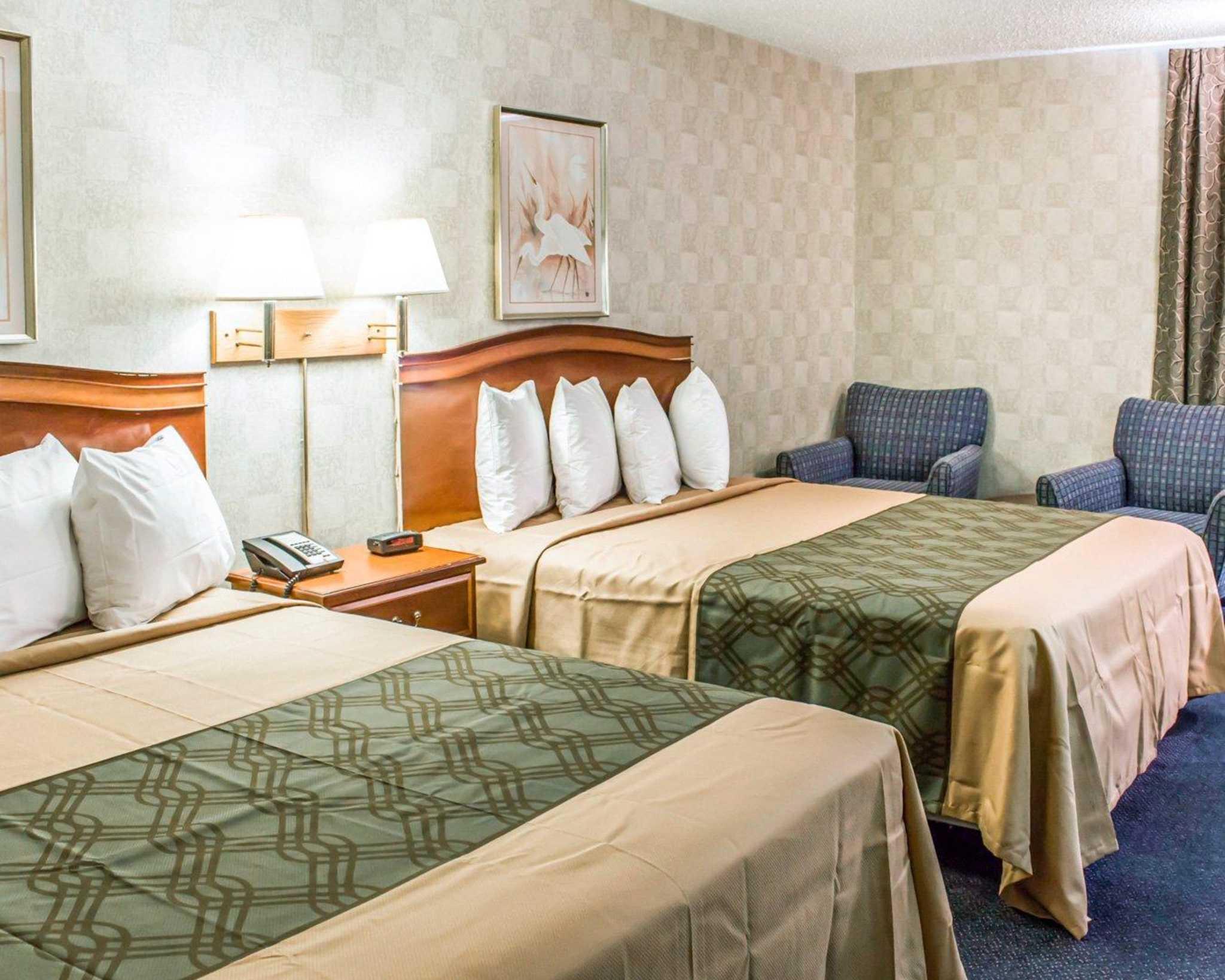 Econo Lodge & Suites image 10
