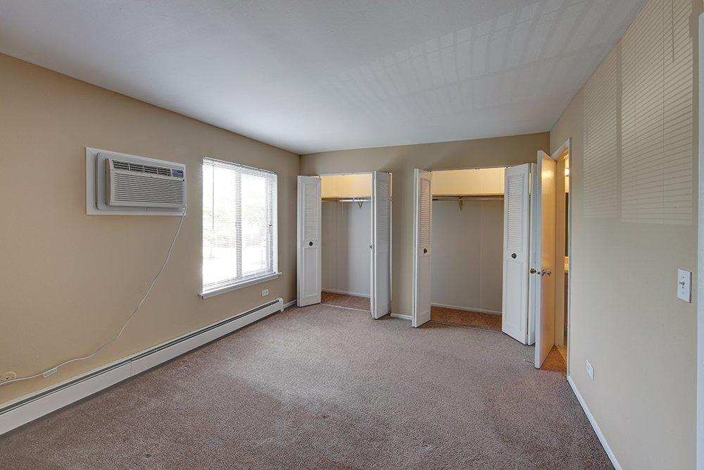 Emerald Pointe Apartments image 3