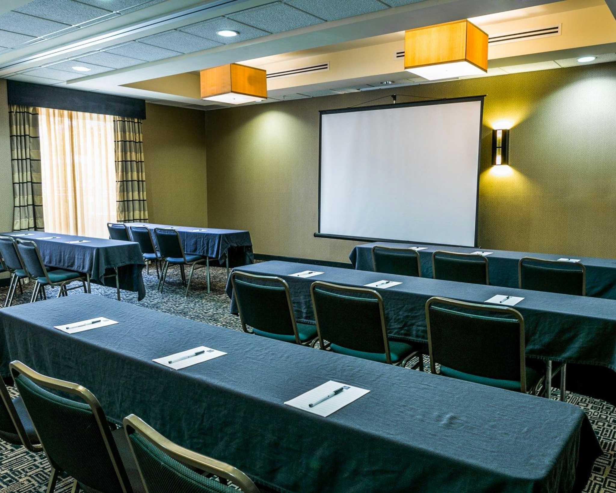 Cambria Hotel Denver International Airport image 32
