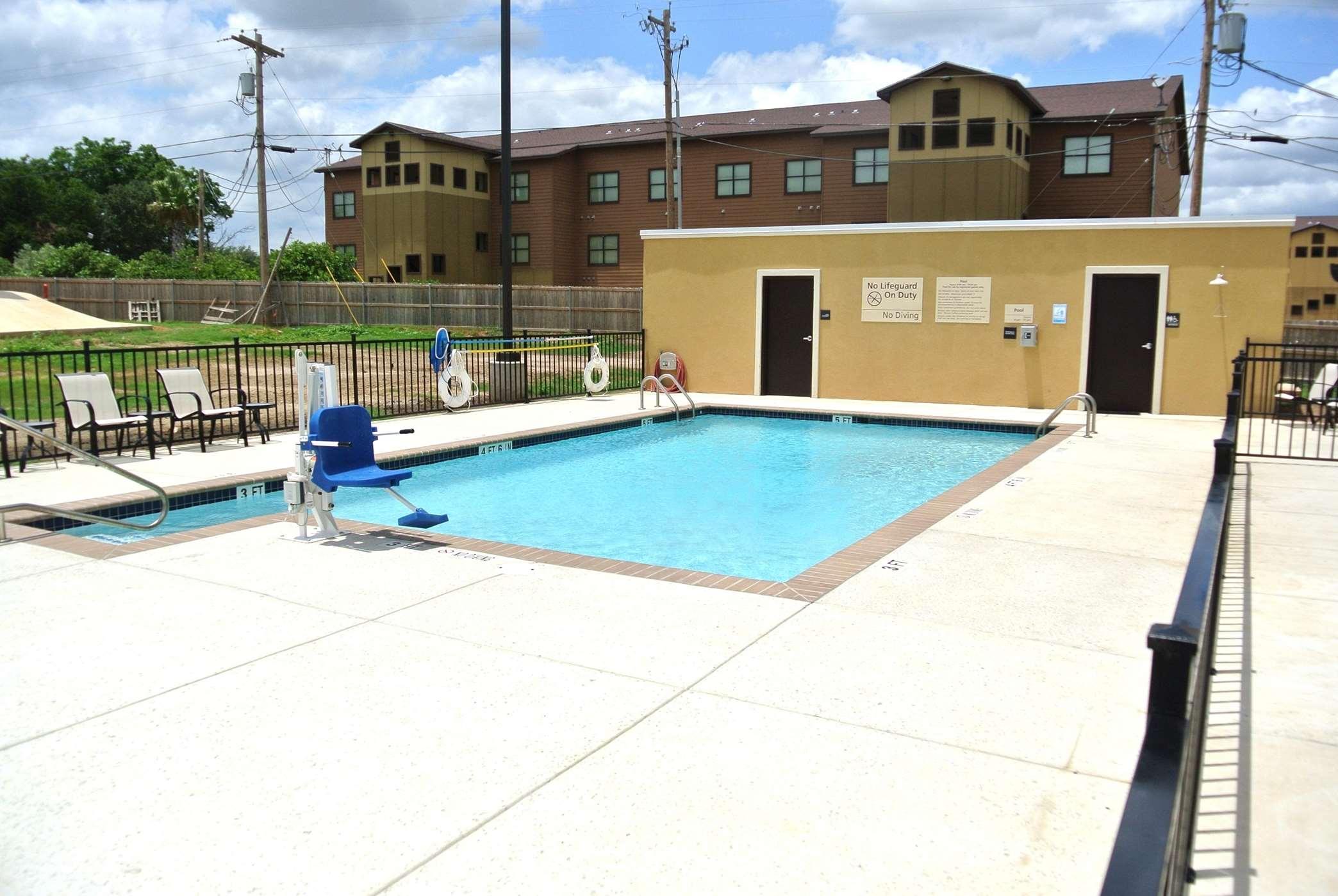 Hampton Inn Carrizo Springs image 6