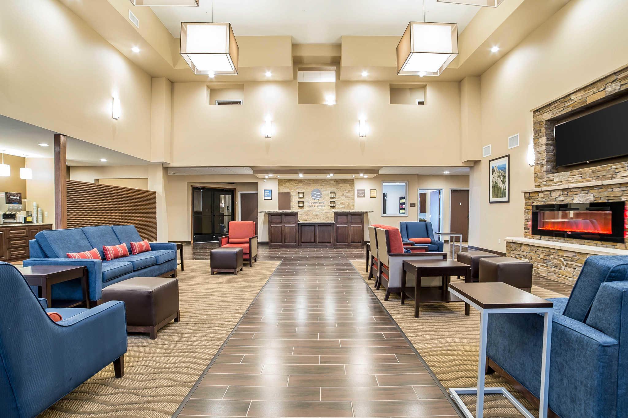 Comfort Inn & Suites Near Mt. Rushmore image 0