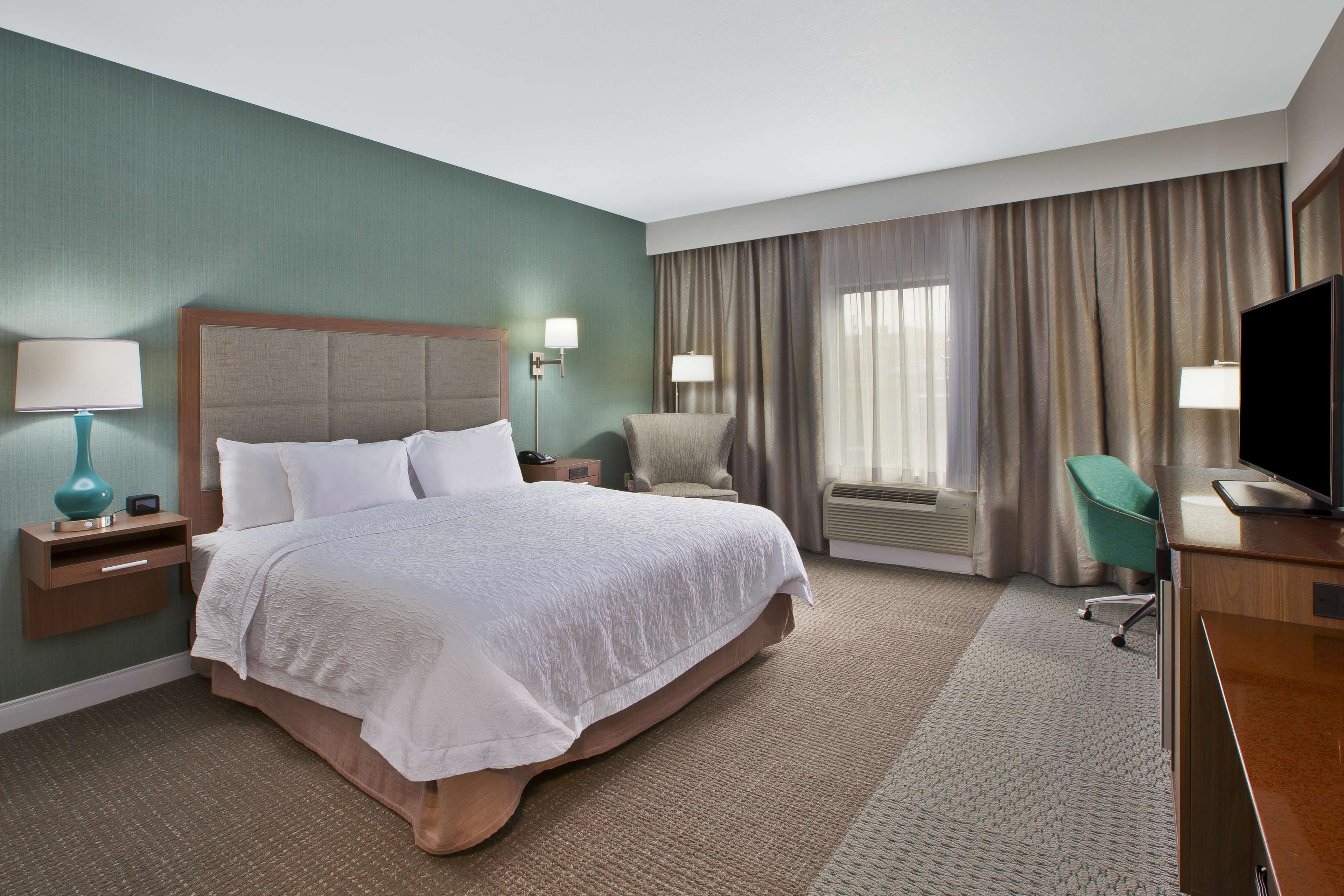 Hampton Inn & Suites Alliance image 10