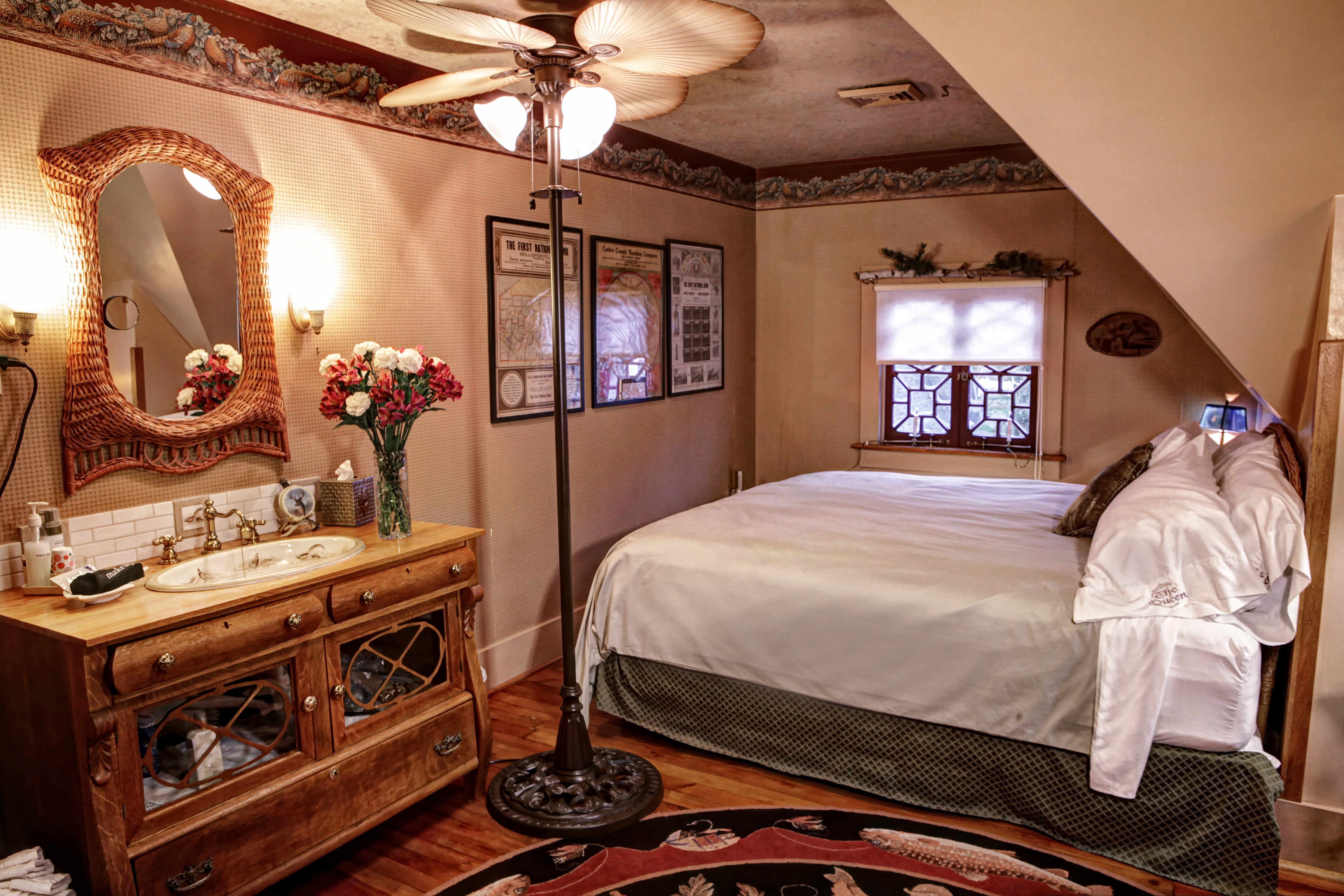The Queen A Victorian Bed And Breakfast Bellefonte Pa