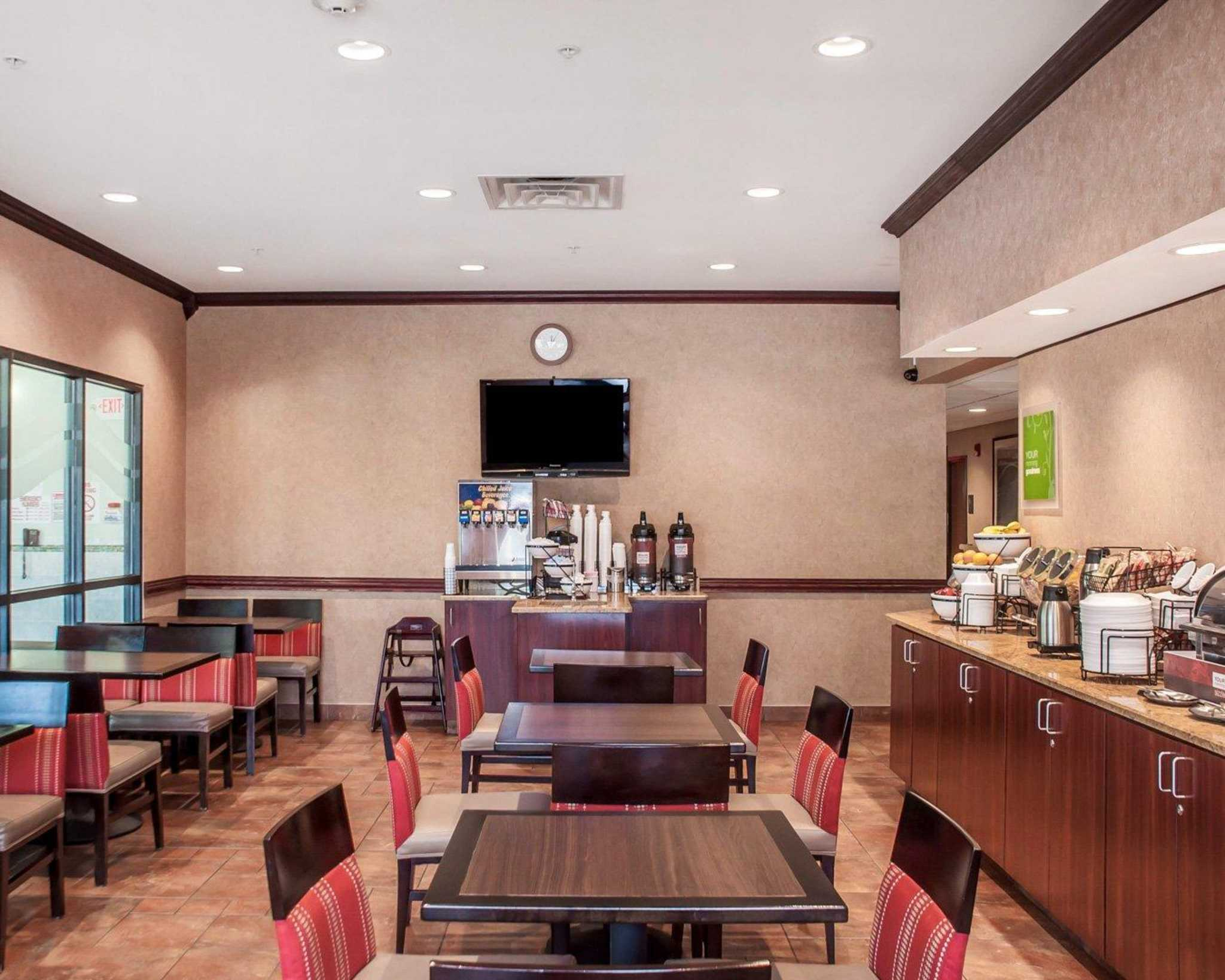 Comfort Inn Near Walden Galleria Mall image 26