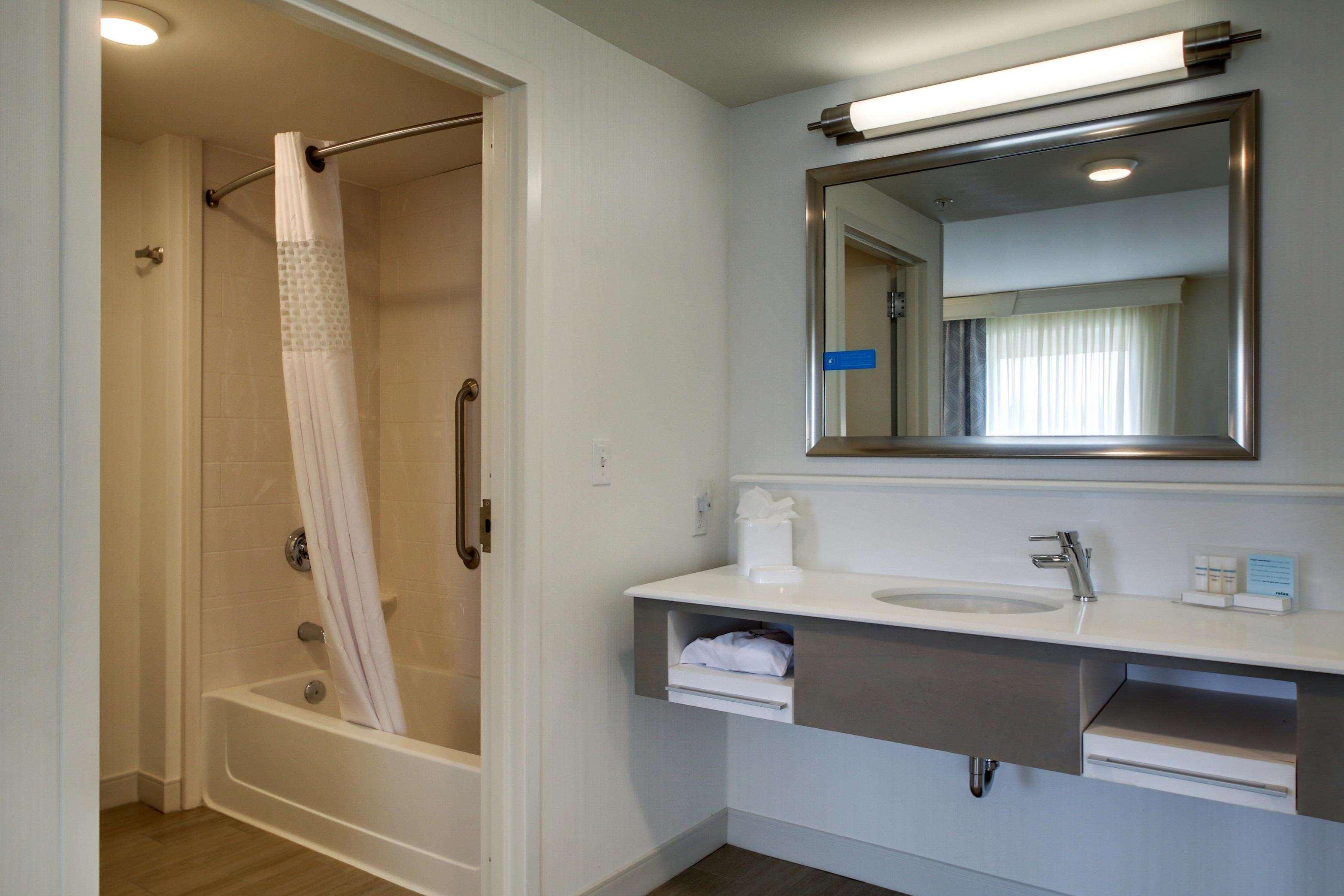 Hampton Inn & Suites Milwaukee West image 37