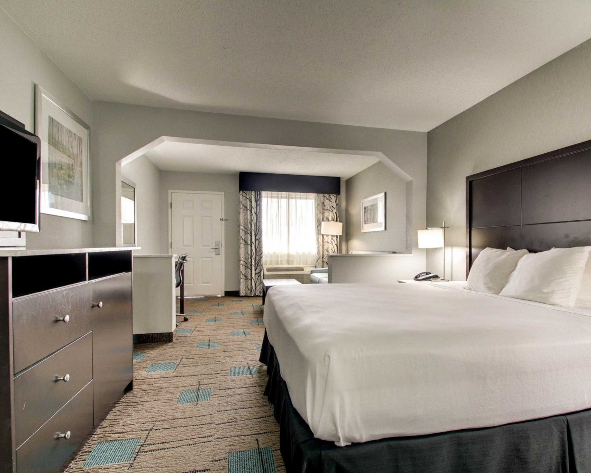 Rodeway Inn & Suites image 24