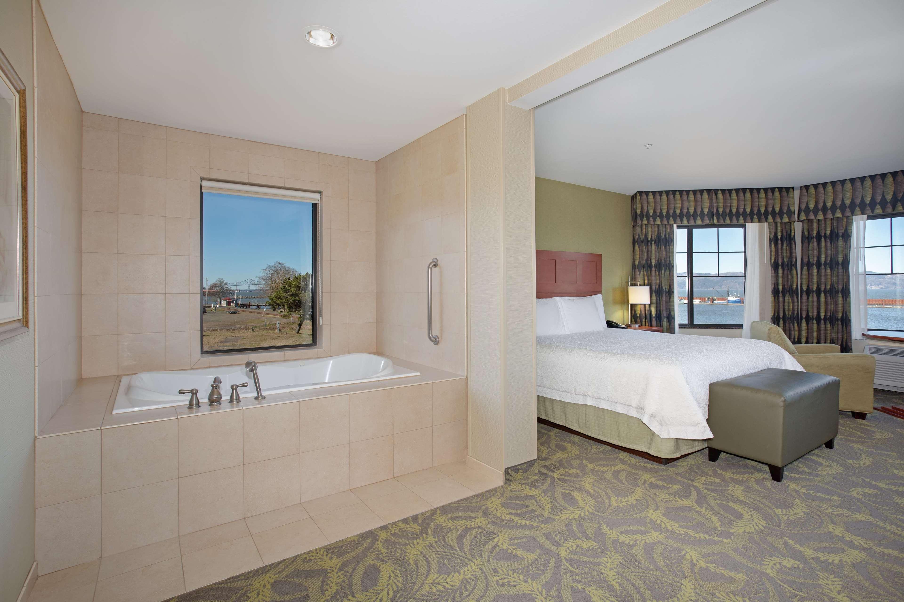 Hampton Inn & Suites Astoria image 25