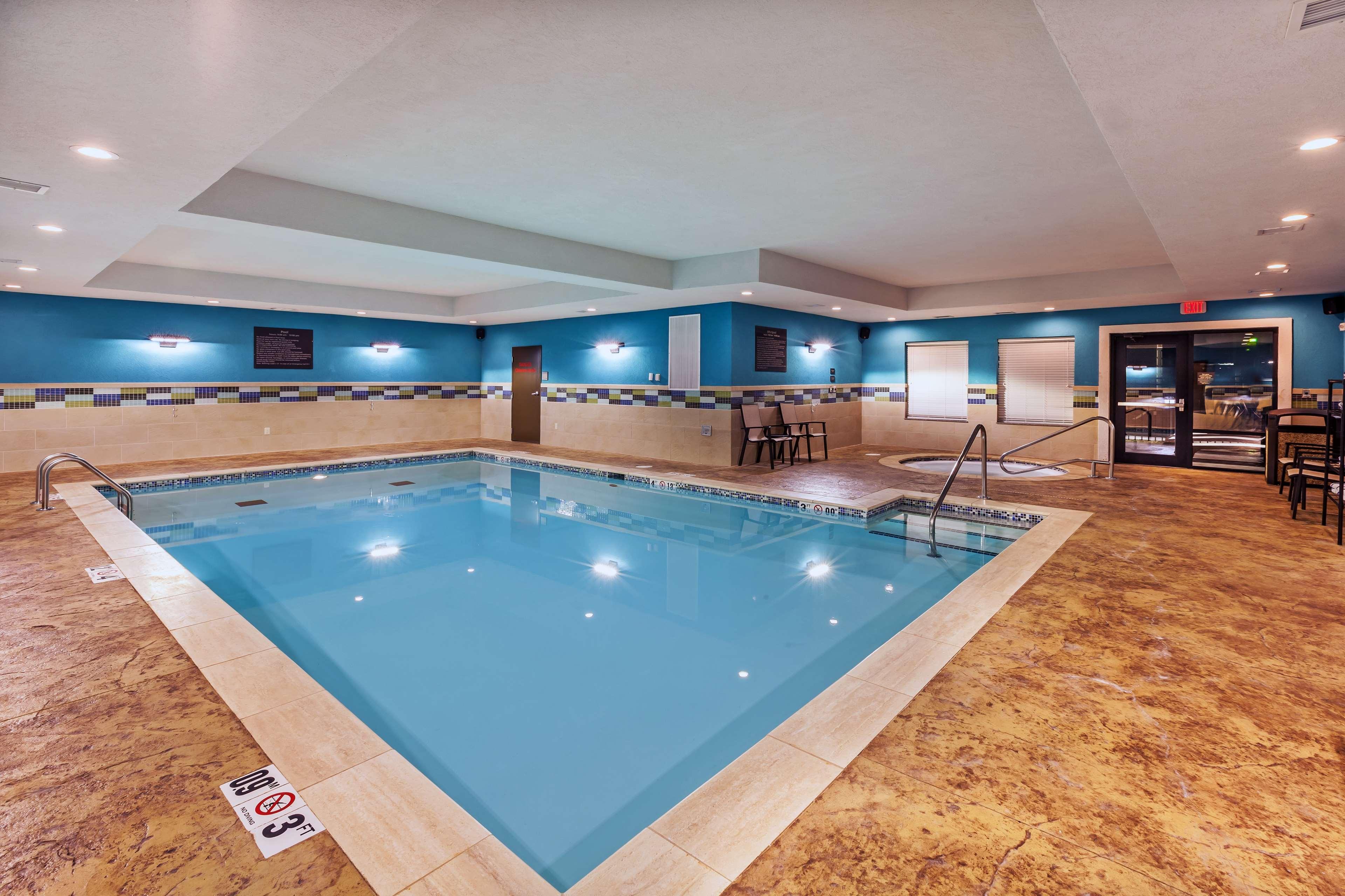 Hampton Inn & Suites Claremore image 8
